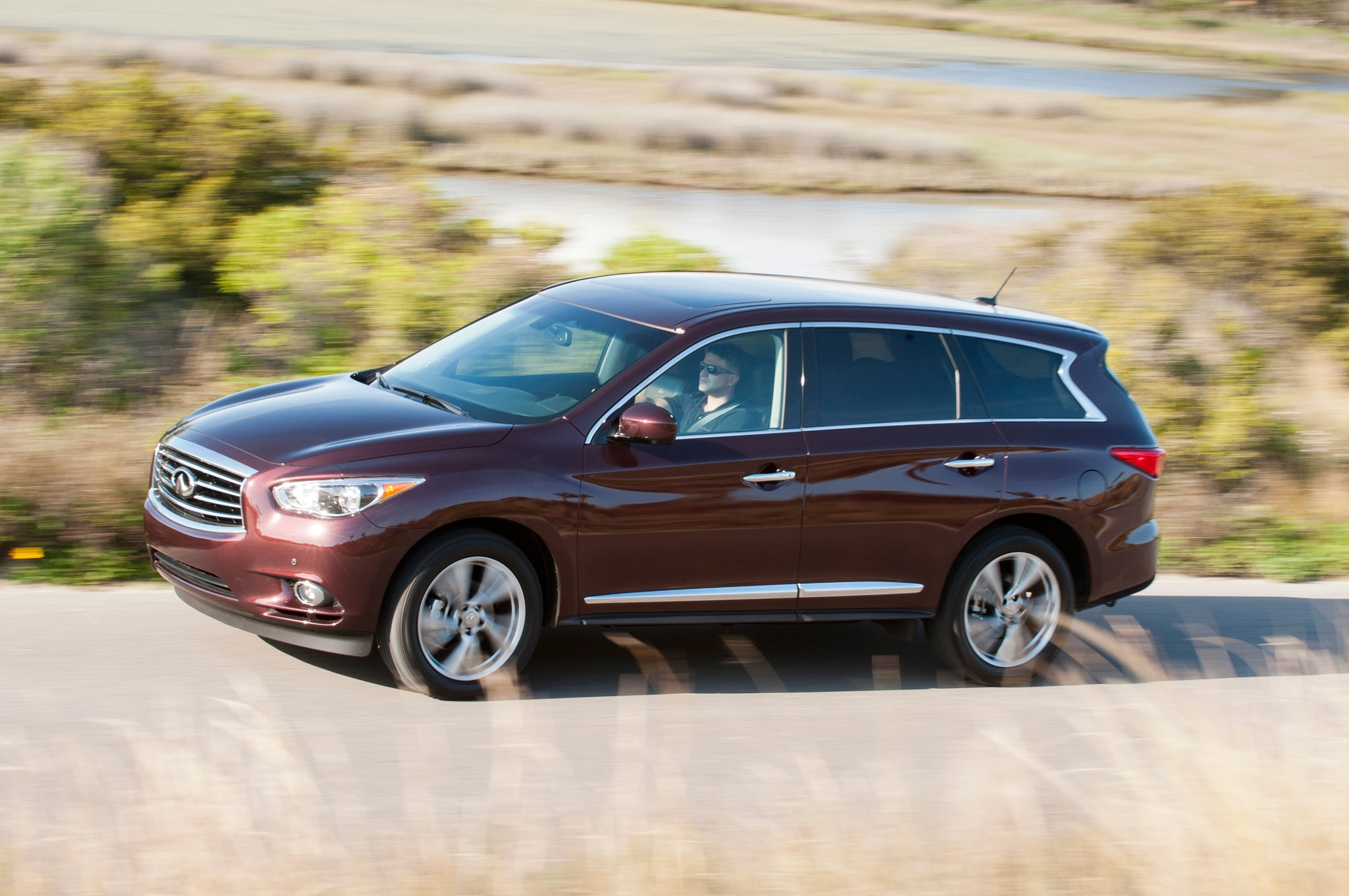2014 Infiniti QX60 Front Three Quarter1