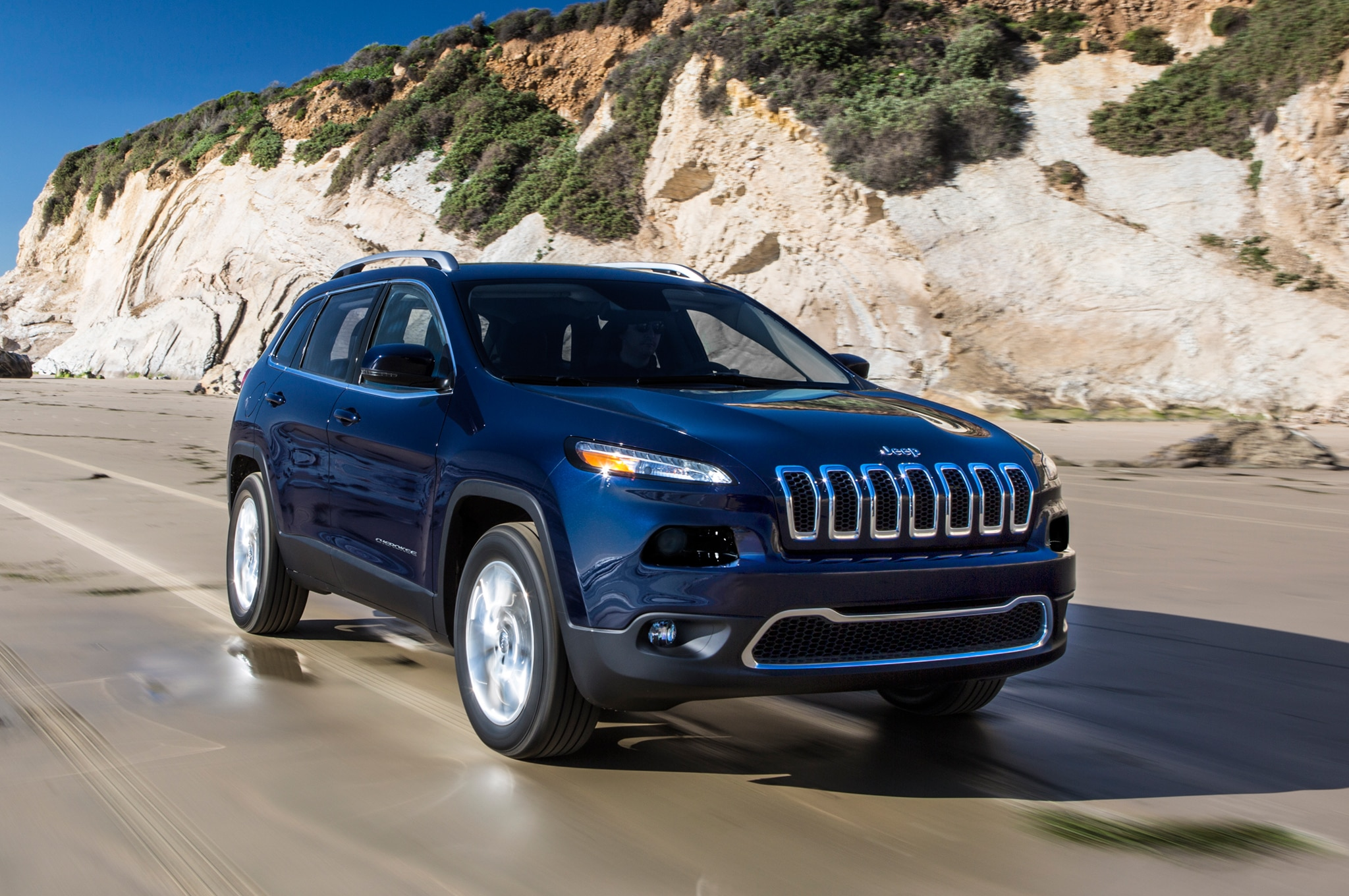 2014 Jeep Cherokee Limited Front Three Quarter1