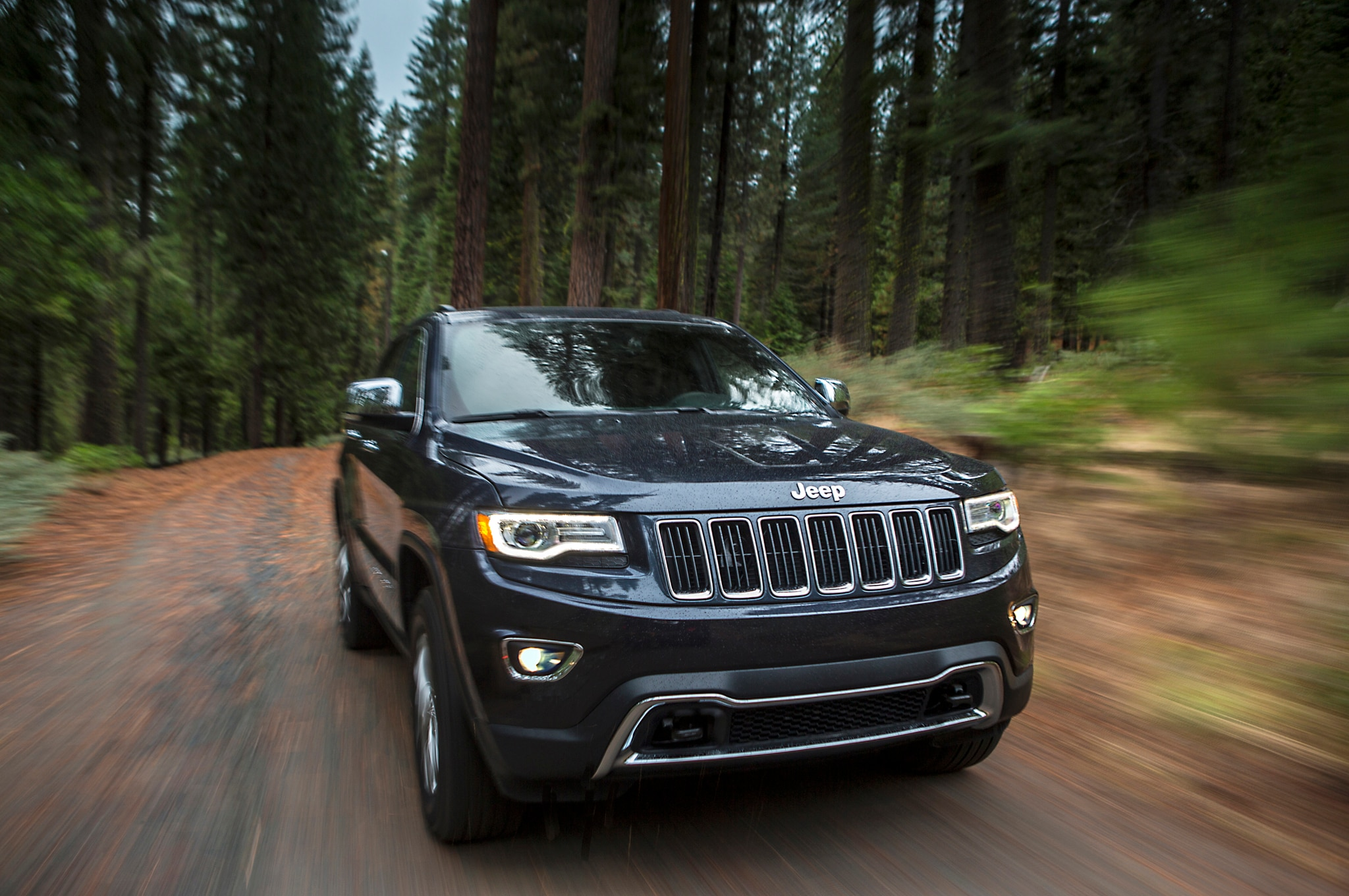 2014 Jeep Grand Cherokee Limited Front Three Quarter1