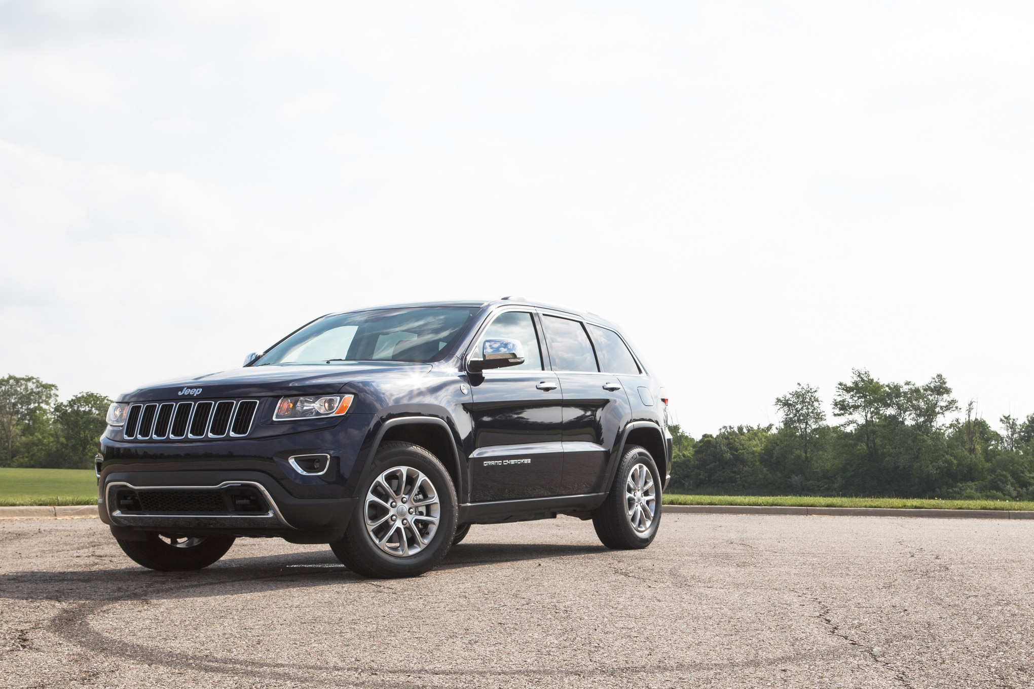 2014 Jeep Grand Cherokee Front Left View 11