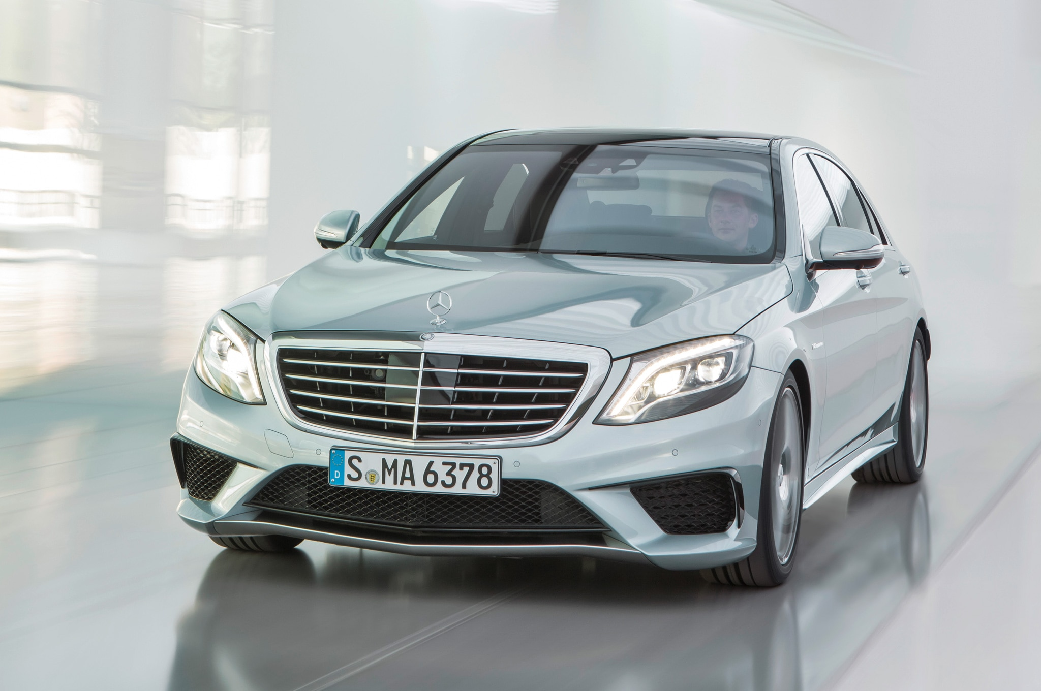 2014 Mercedes Benz S63 AMG 4Matic Front View1