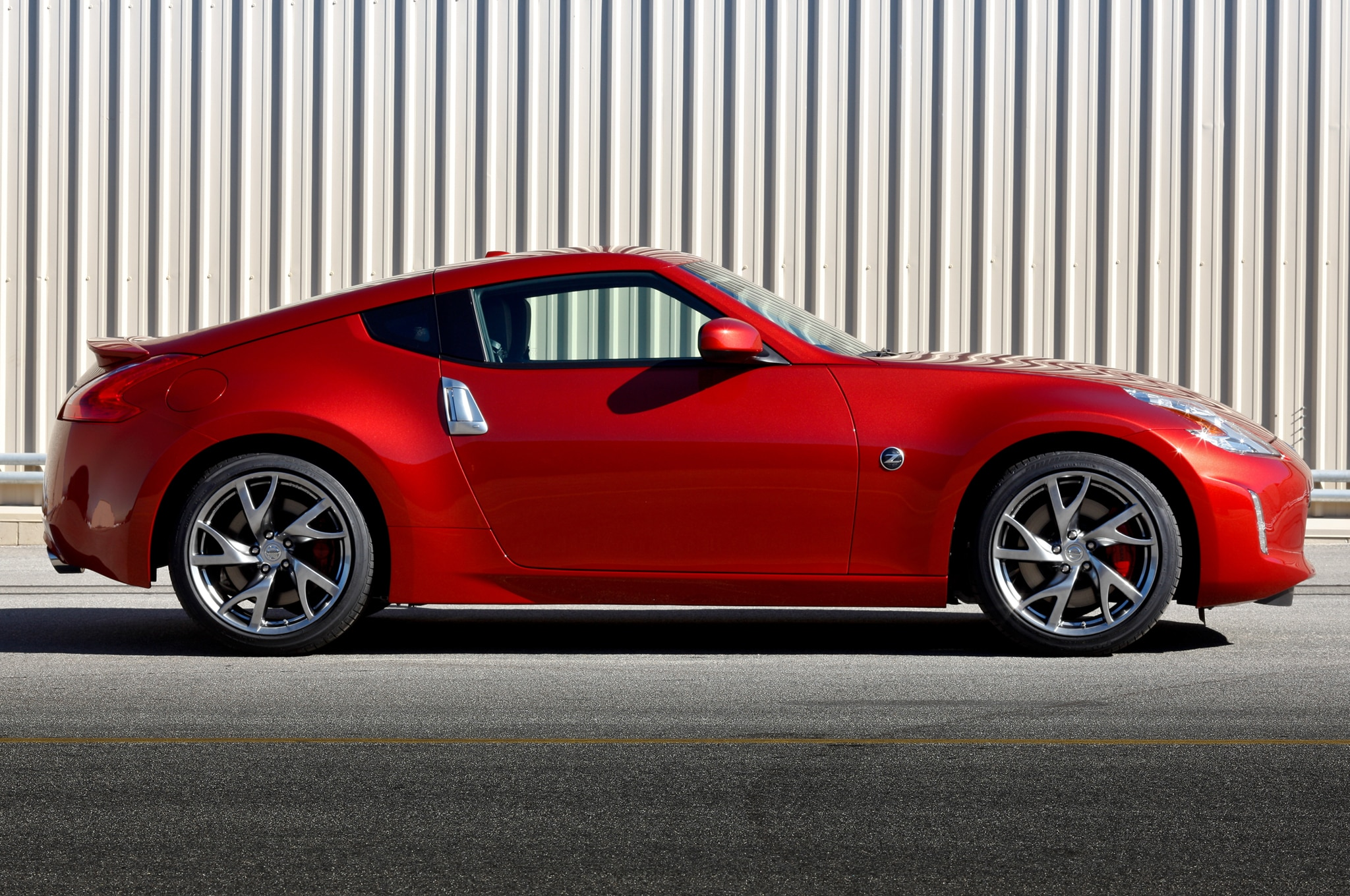 2014 nissan 370z price cut to 30 780. Black Bedroom Furniture Sets. Home Design Ideas