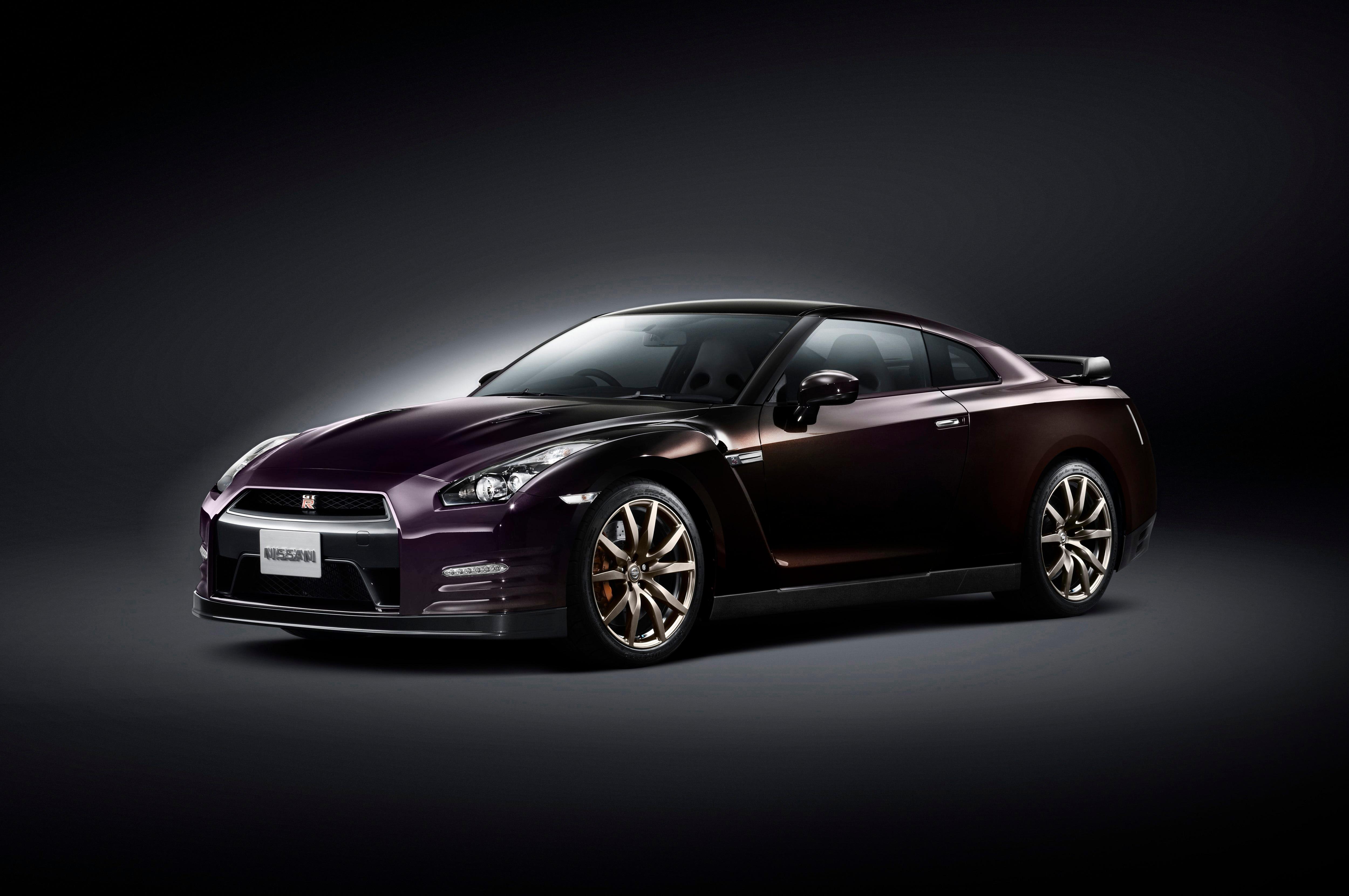 2014 Nissan Gtr Front Three Quarters1