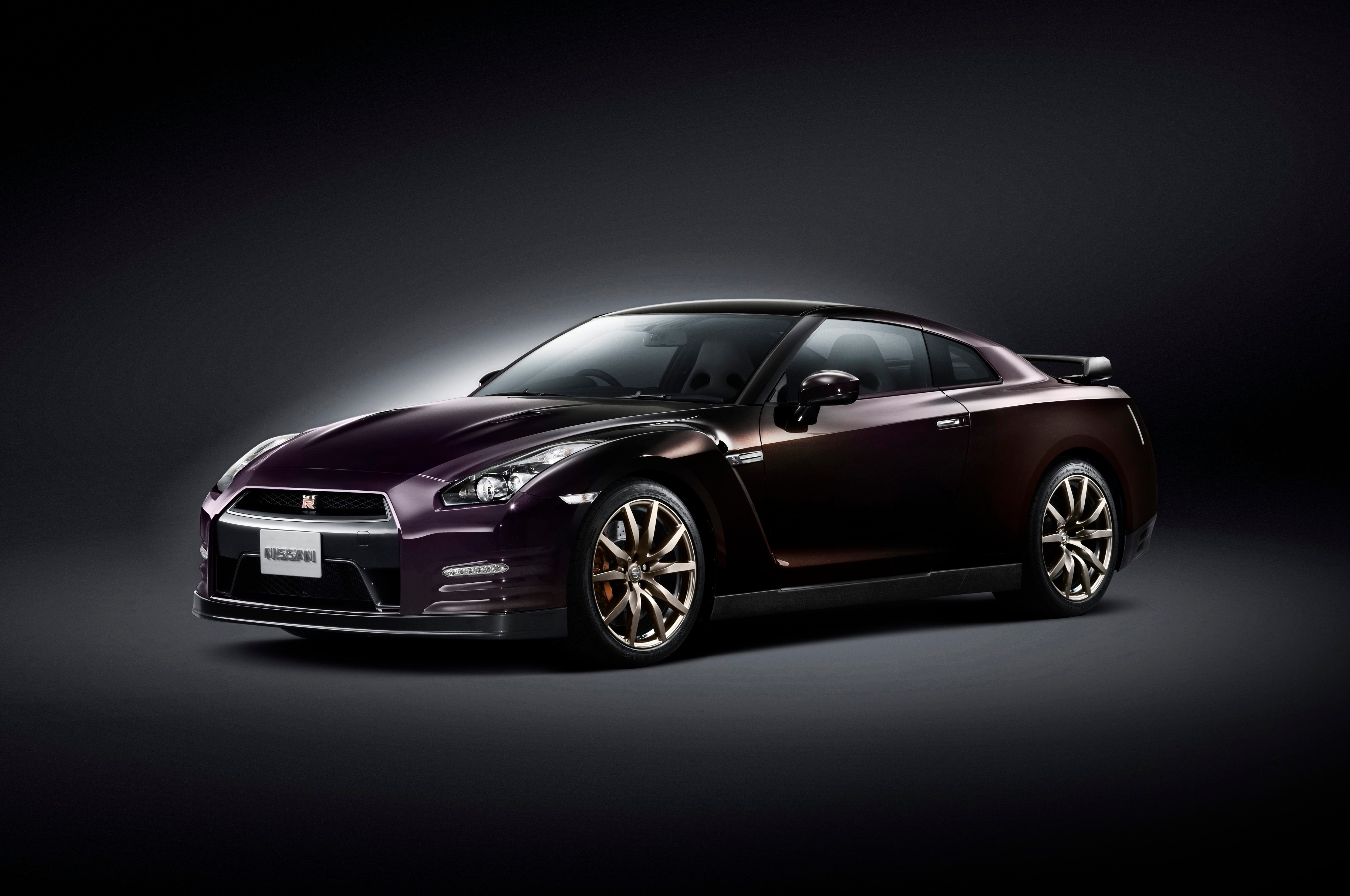 2014 Nissan Gtr Front Three Quarters1