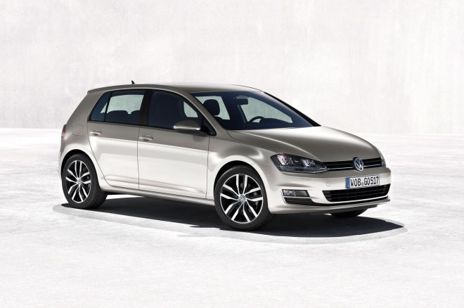 2015 Volkswagen Golf Front Right Side View 660x438