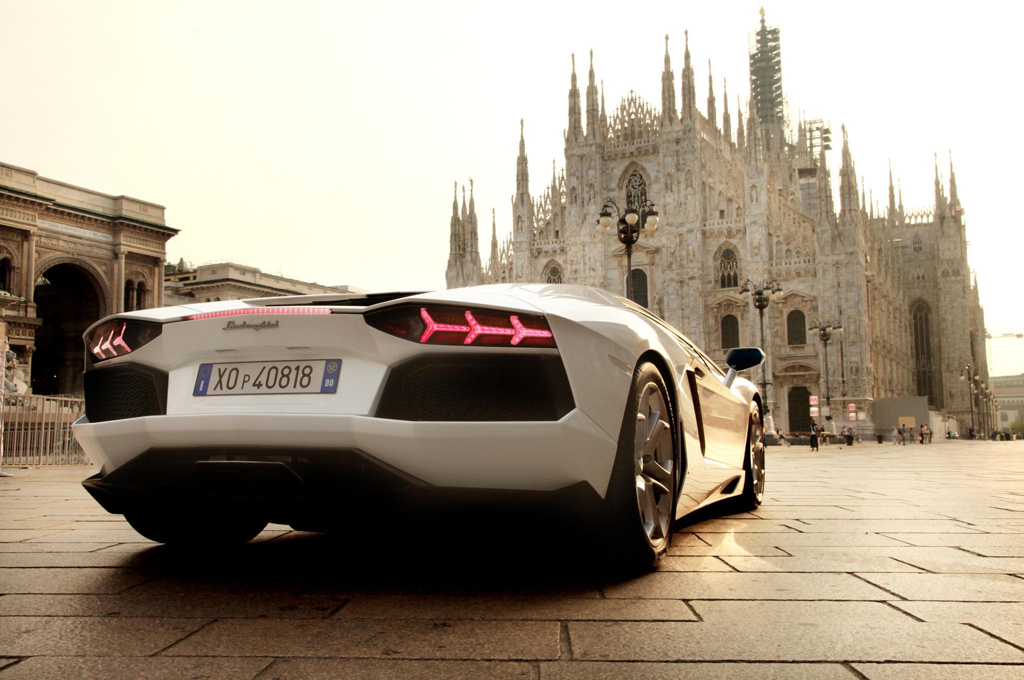 Lamborghini Aventador And Milan Cathedral1