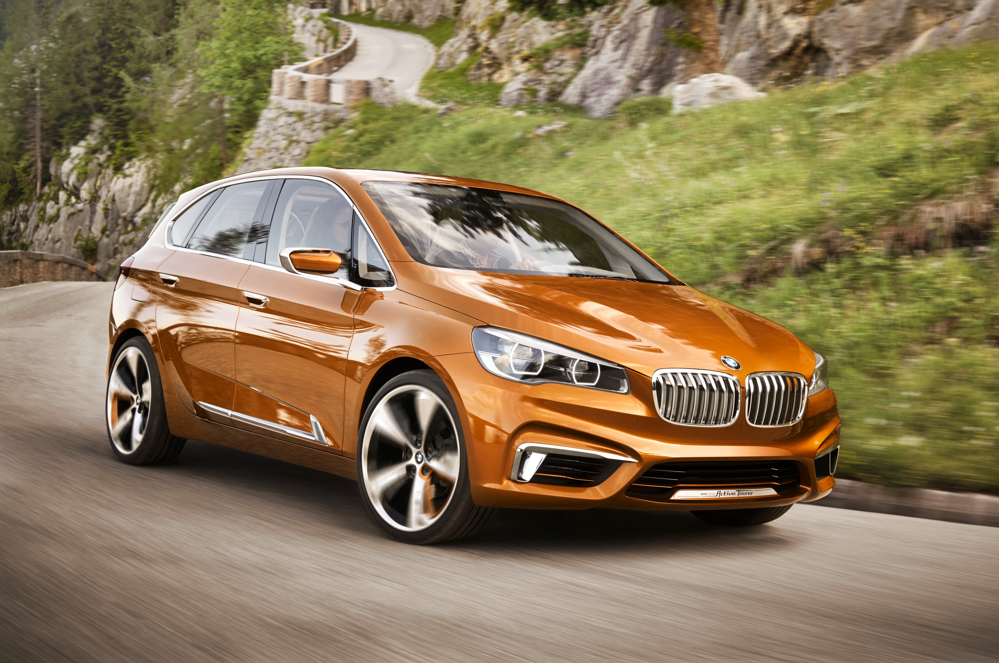 Bmw Concept Active Tourer Outdoor Front Three Quarters1
