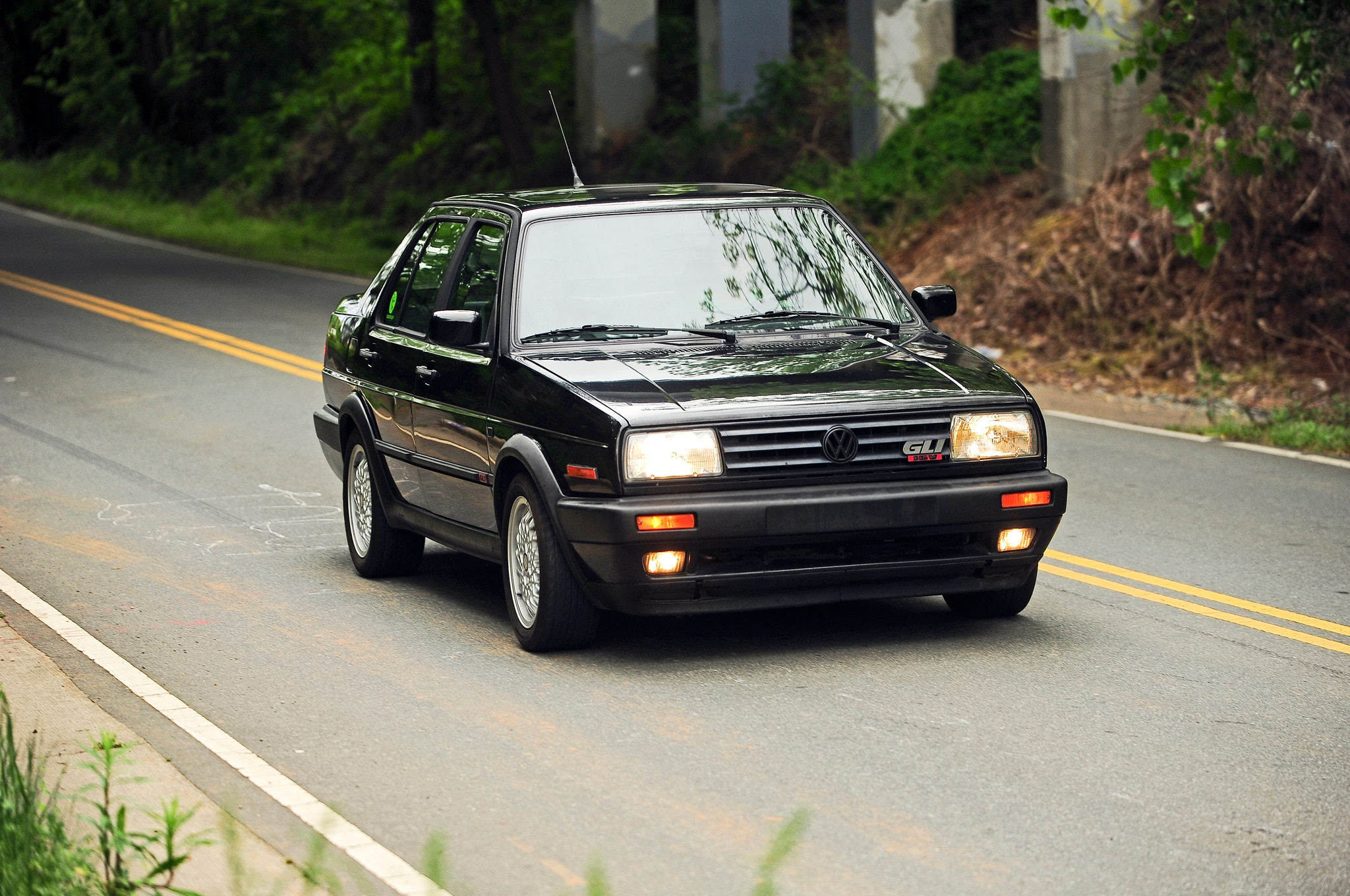 1990 1992 Volkswagen Jetta GLI Front Right View 2