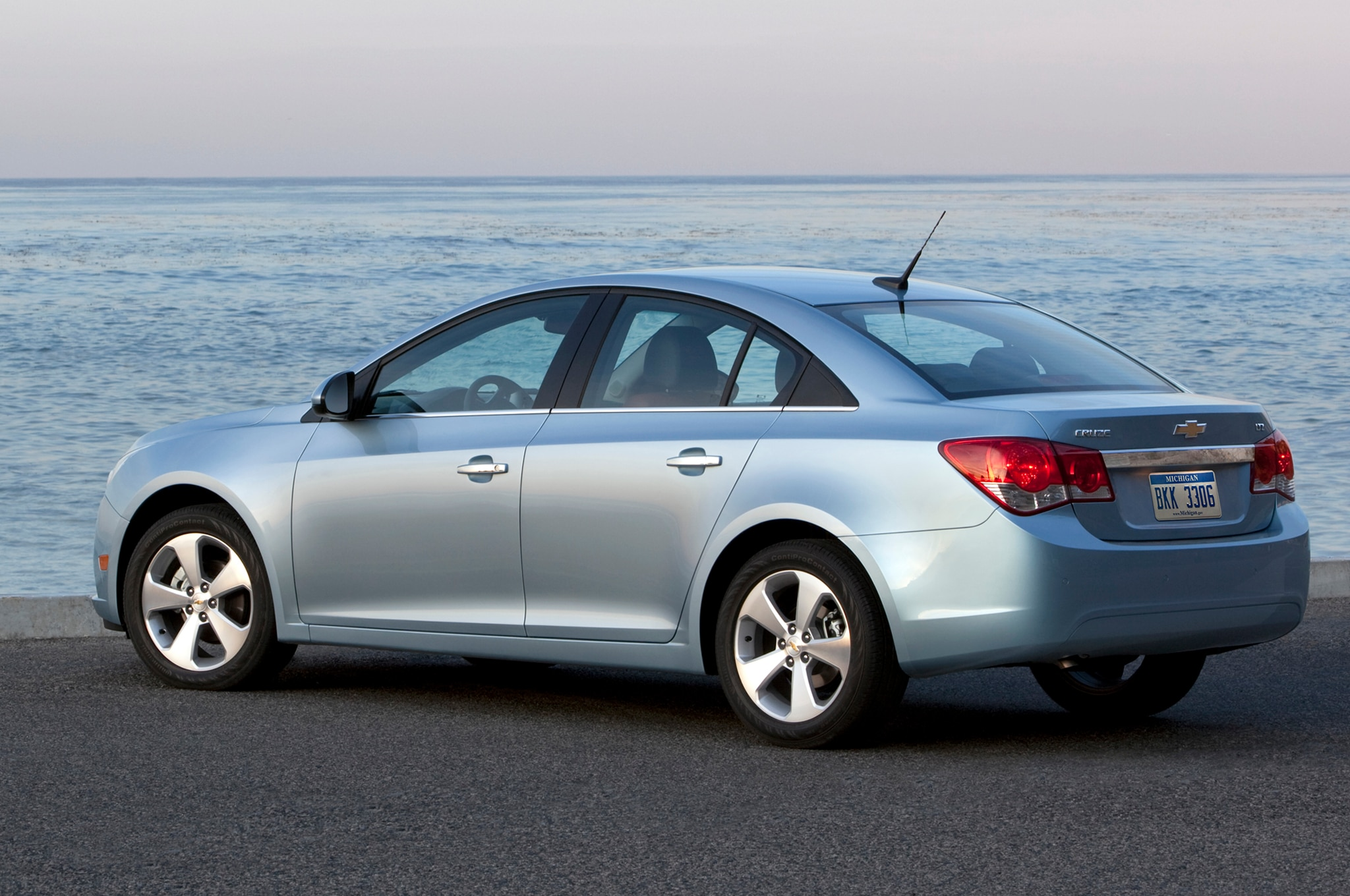 2011 chevrolet cruze intermittent electrical problem pt 2 recall central 2011 2012 chevrolet cruze. Black Bedroom Furniture Sets. Home Design Ideas