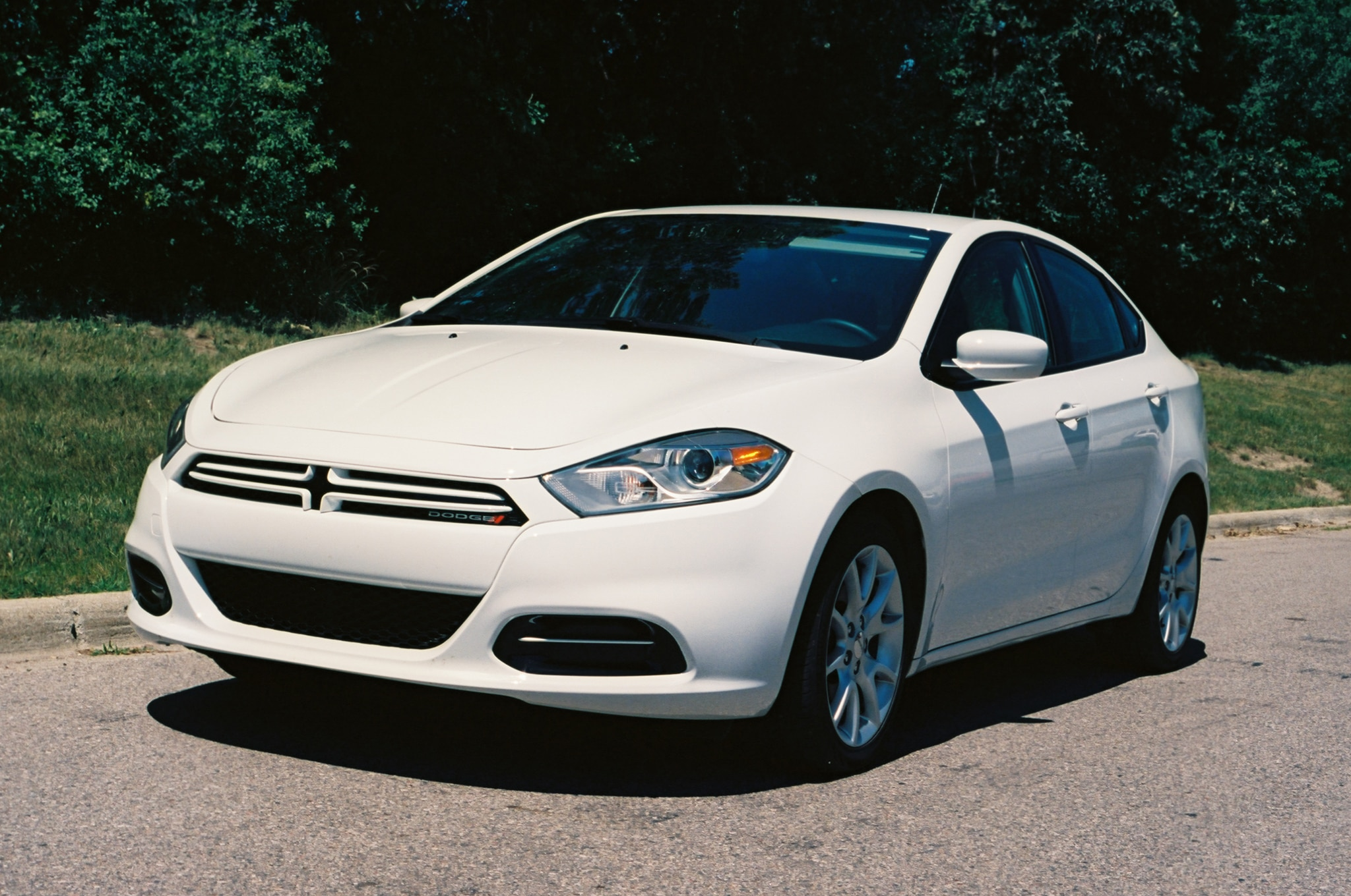 2013 Dodge Dart SXT Front Left View1
