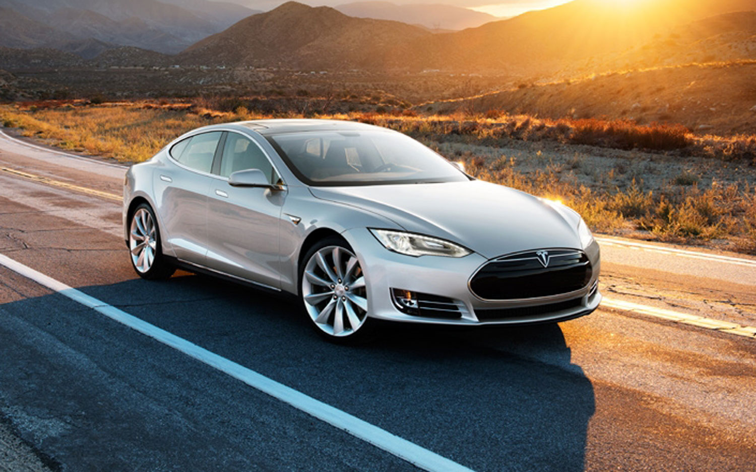 2013 Tesla Model S Front Right Side In Desert1