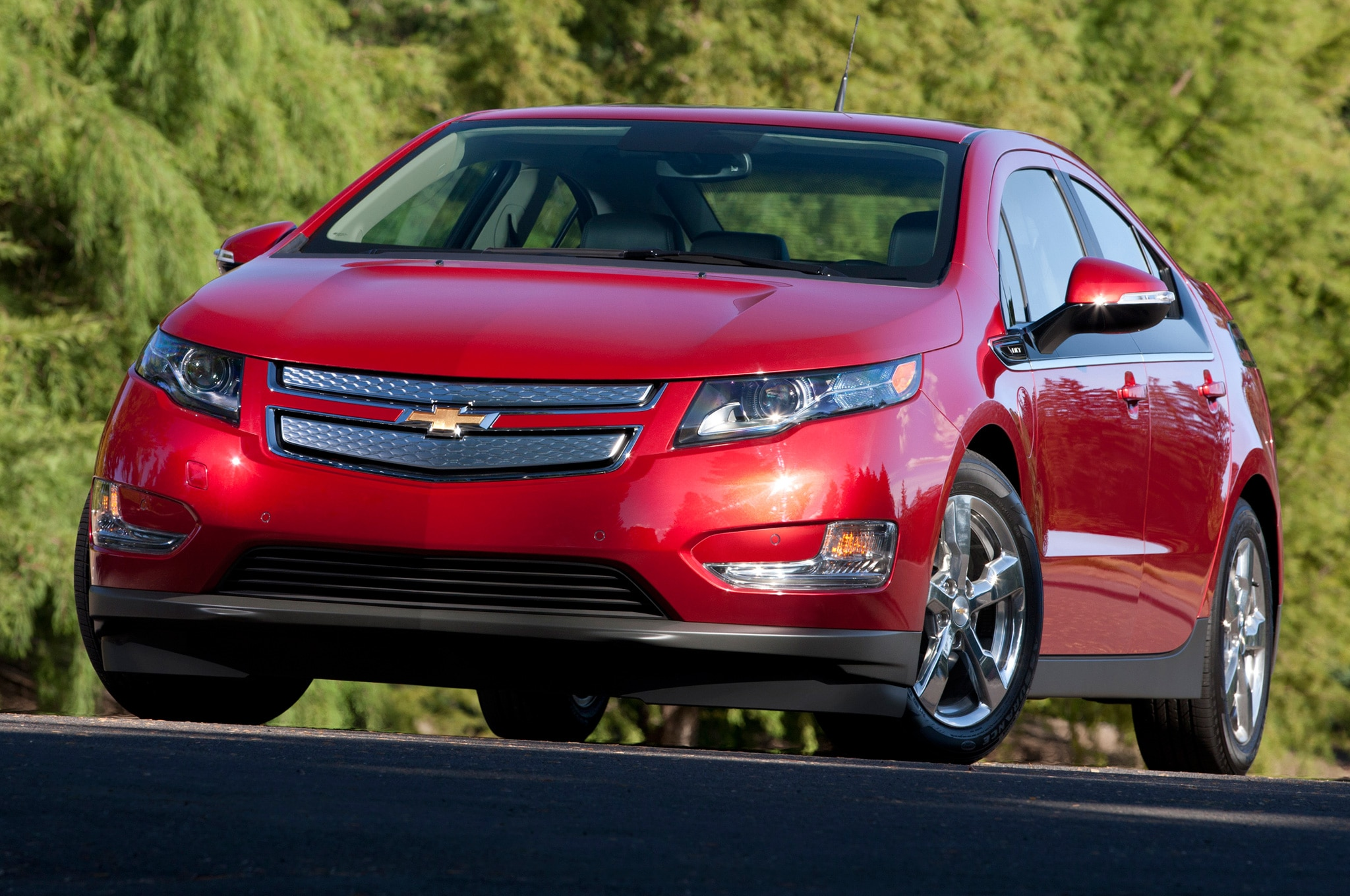 will the 2016 chevrolet volt use this new three cylinder engine 2014 chevrolet volt front three quarters view in red1