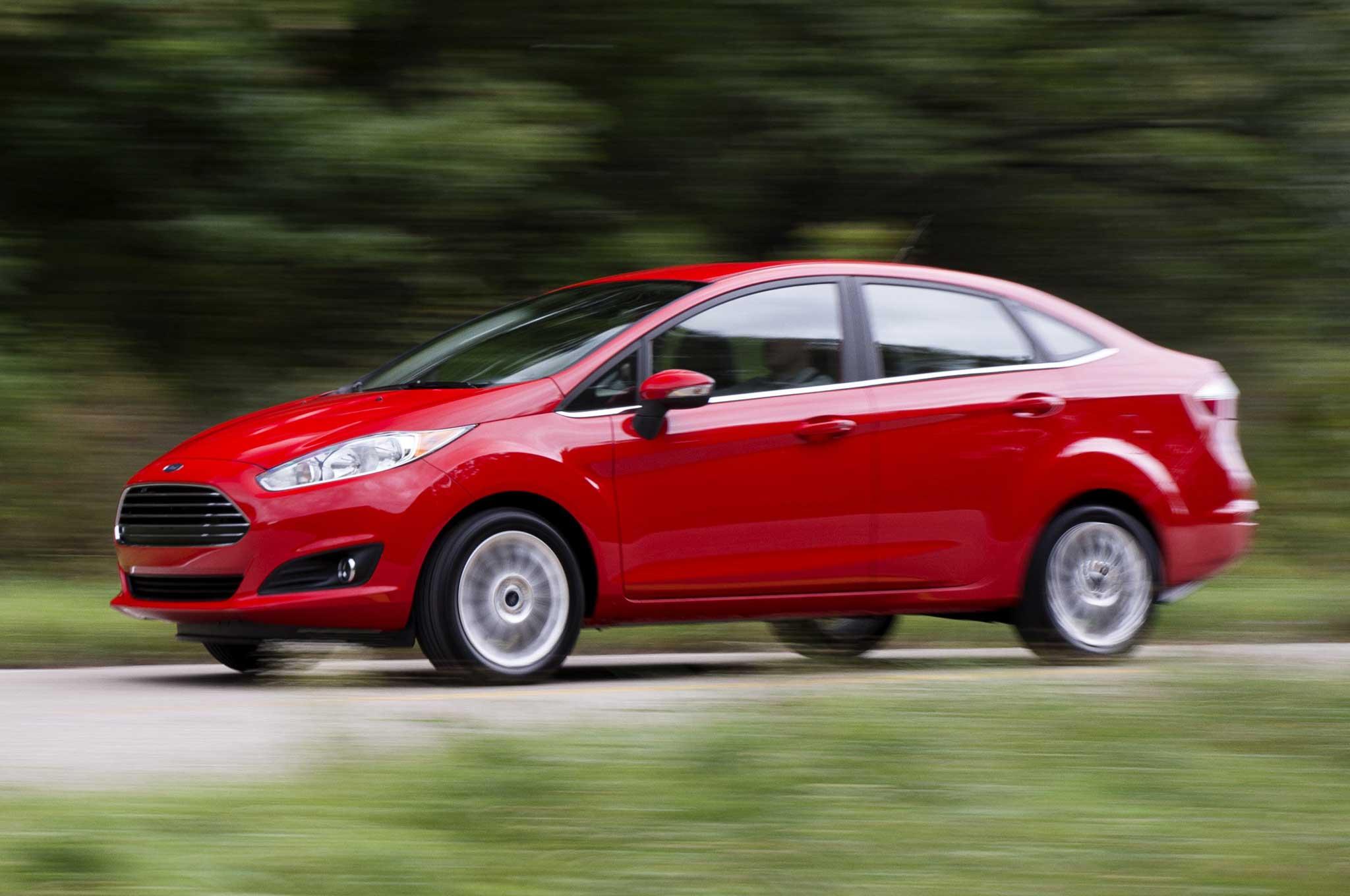 2014 Ford Fiesta Sedan Front Three Quarter1