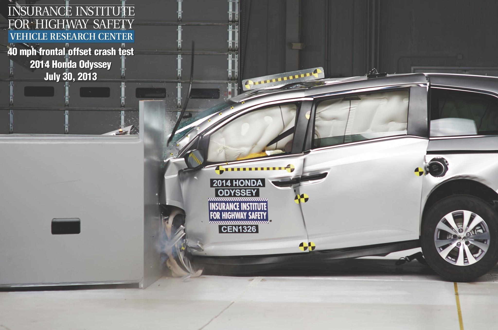 2014 Honda Odyssey Crash Test1