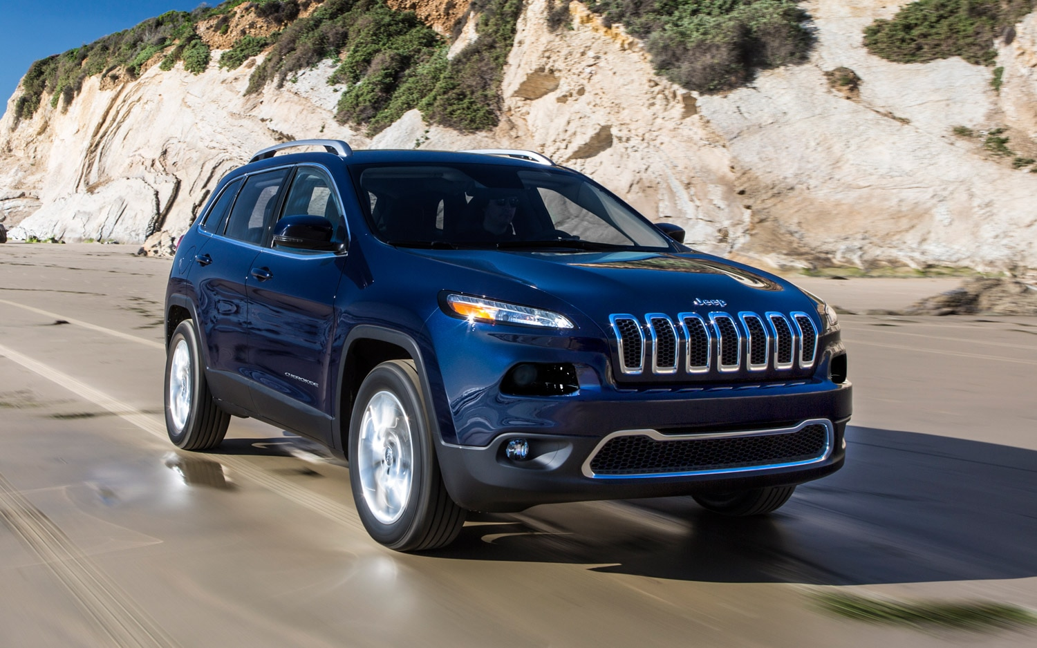 2014 Jeep Cherokee Limited Front Three Quarter11