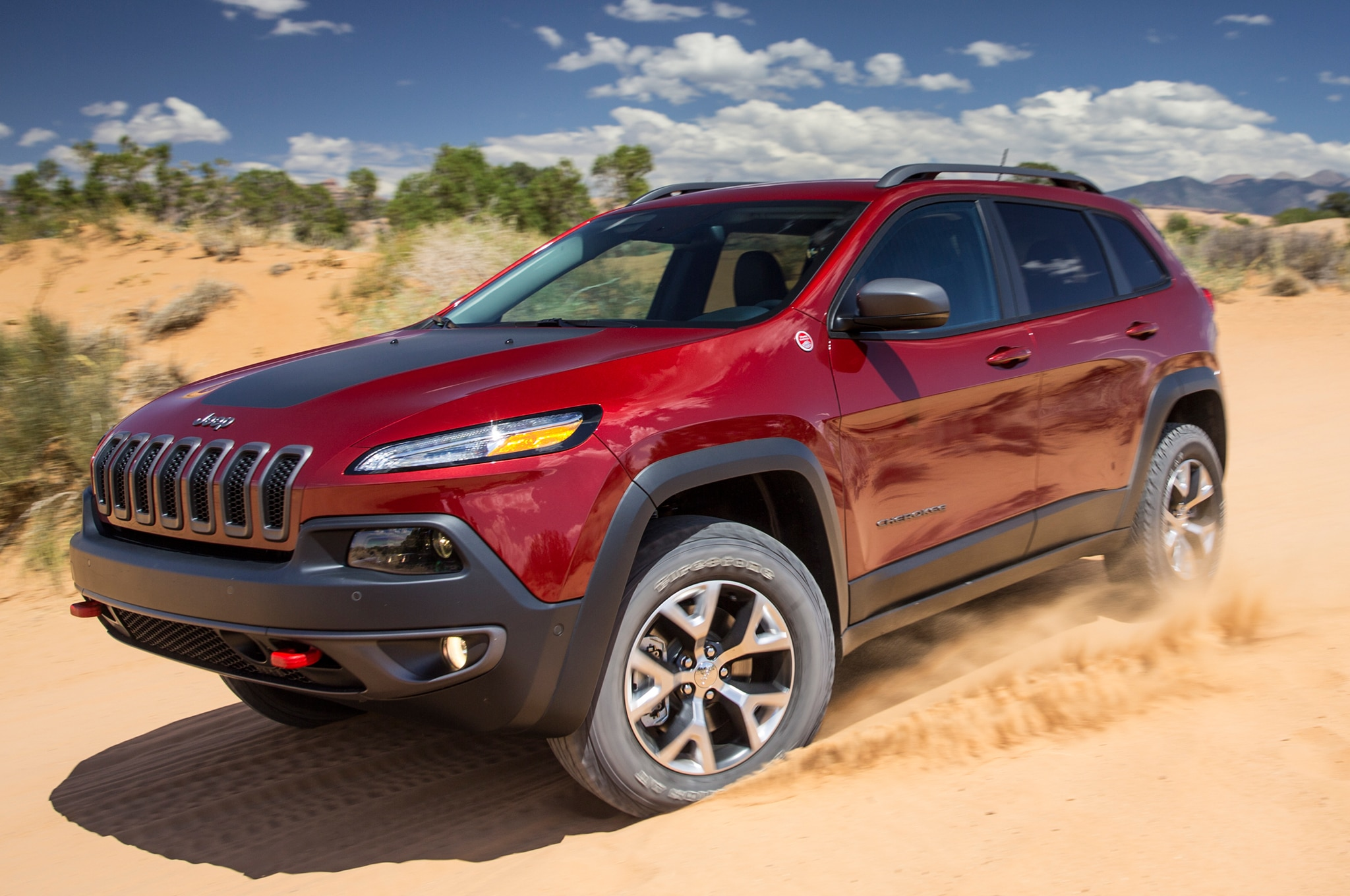 2014 Jeep Cherokee TrailHawk Front Three Quarters1