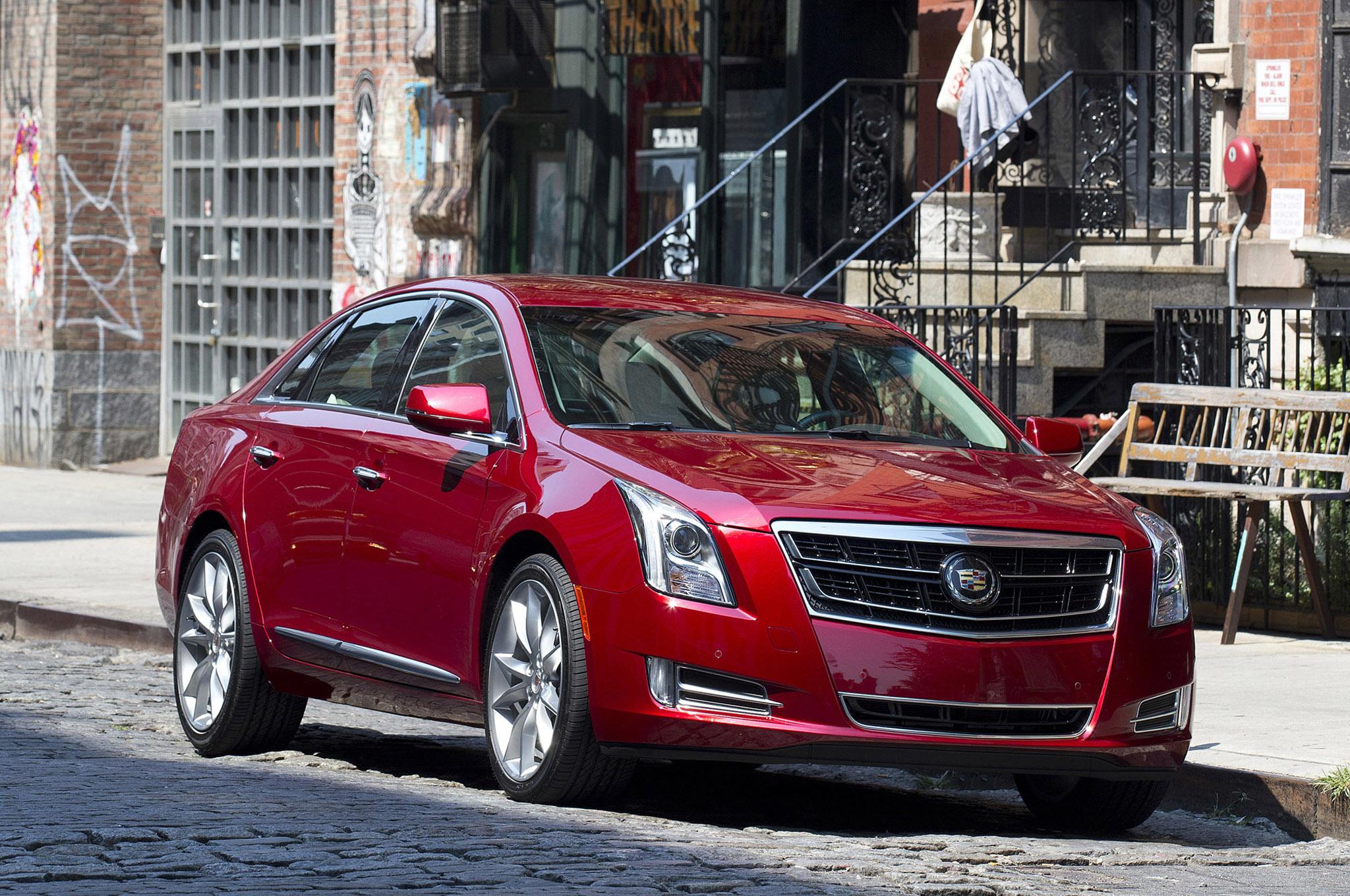 2014 Cadillac Cts Front Three Quarters 21