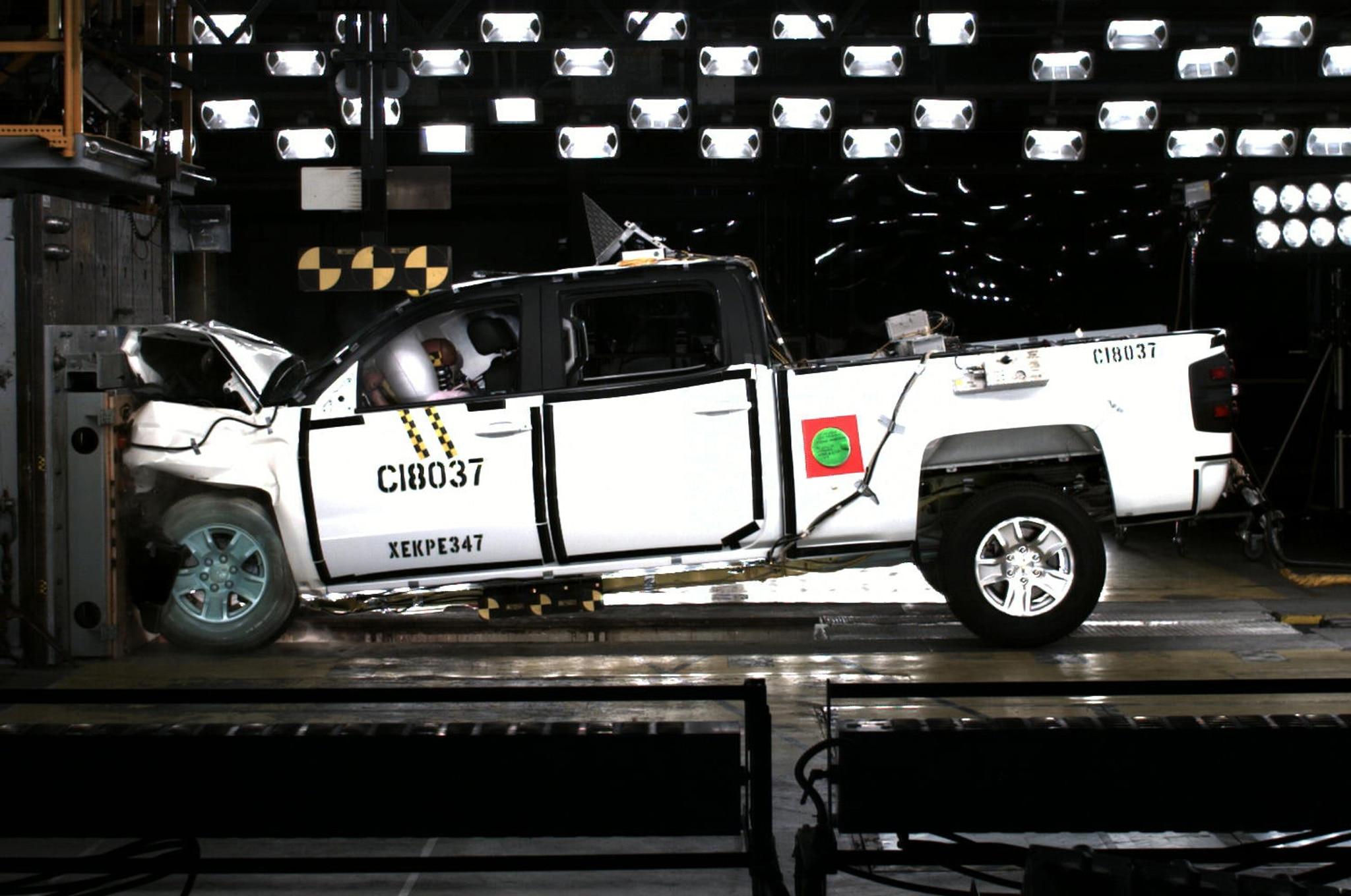 2014 Chevrolet Silverado Crash Test 21