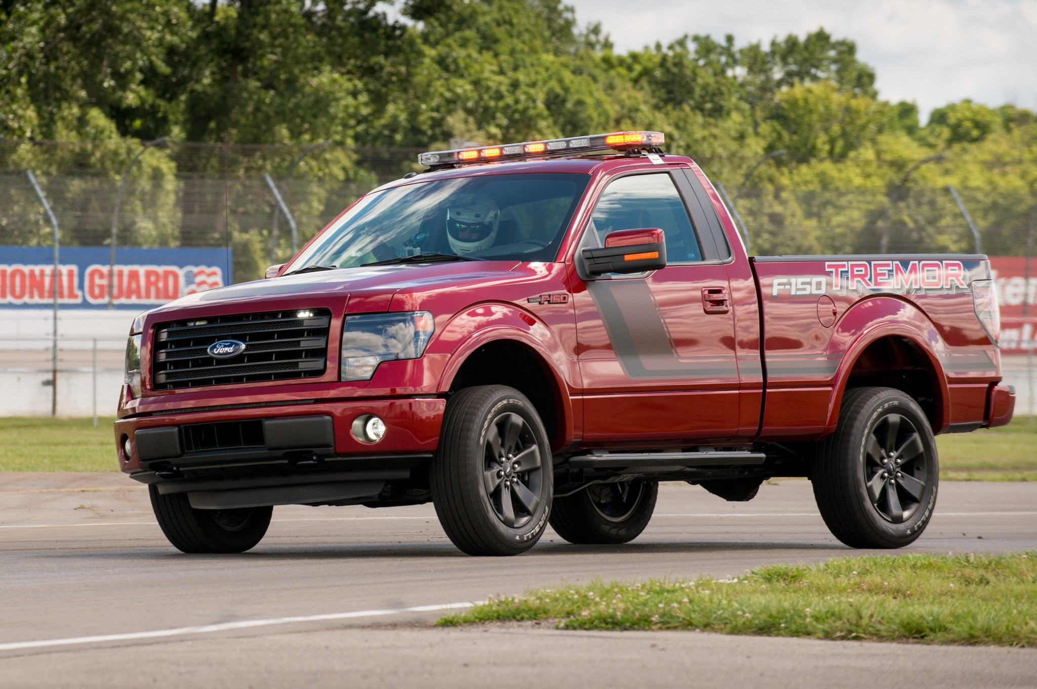 2014 Ford F 150 Tremor Front Three Quarter 031