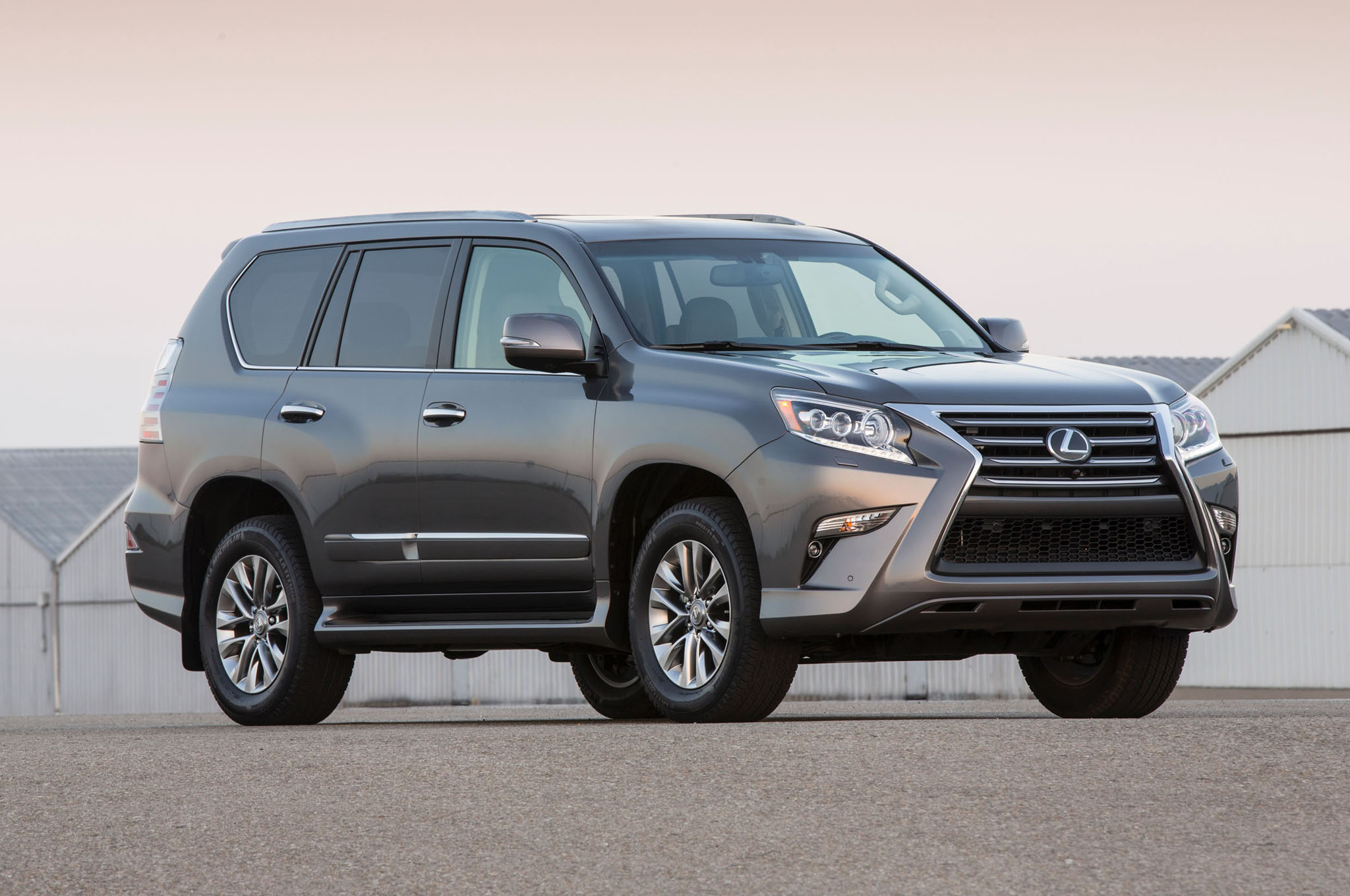 2014 Lexus Gx460 Front Three Quarters1