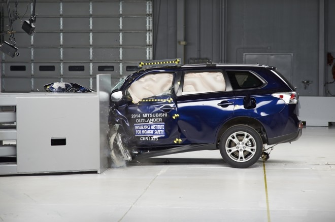 2014 Mitsubishi Outlander Crash Test1 660x438
