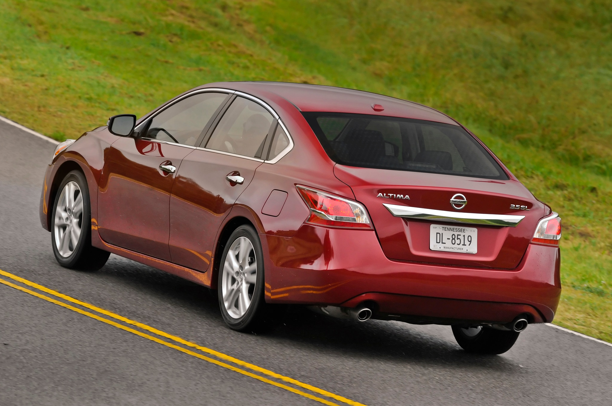 2014 nissan altima priced at $22,650