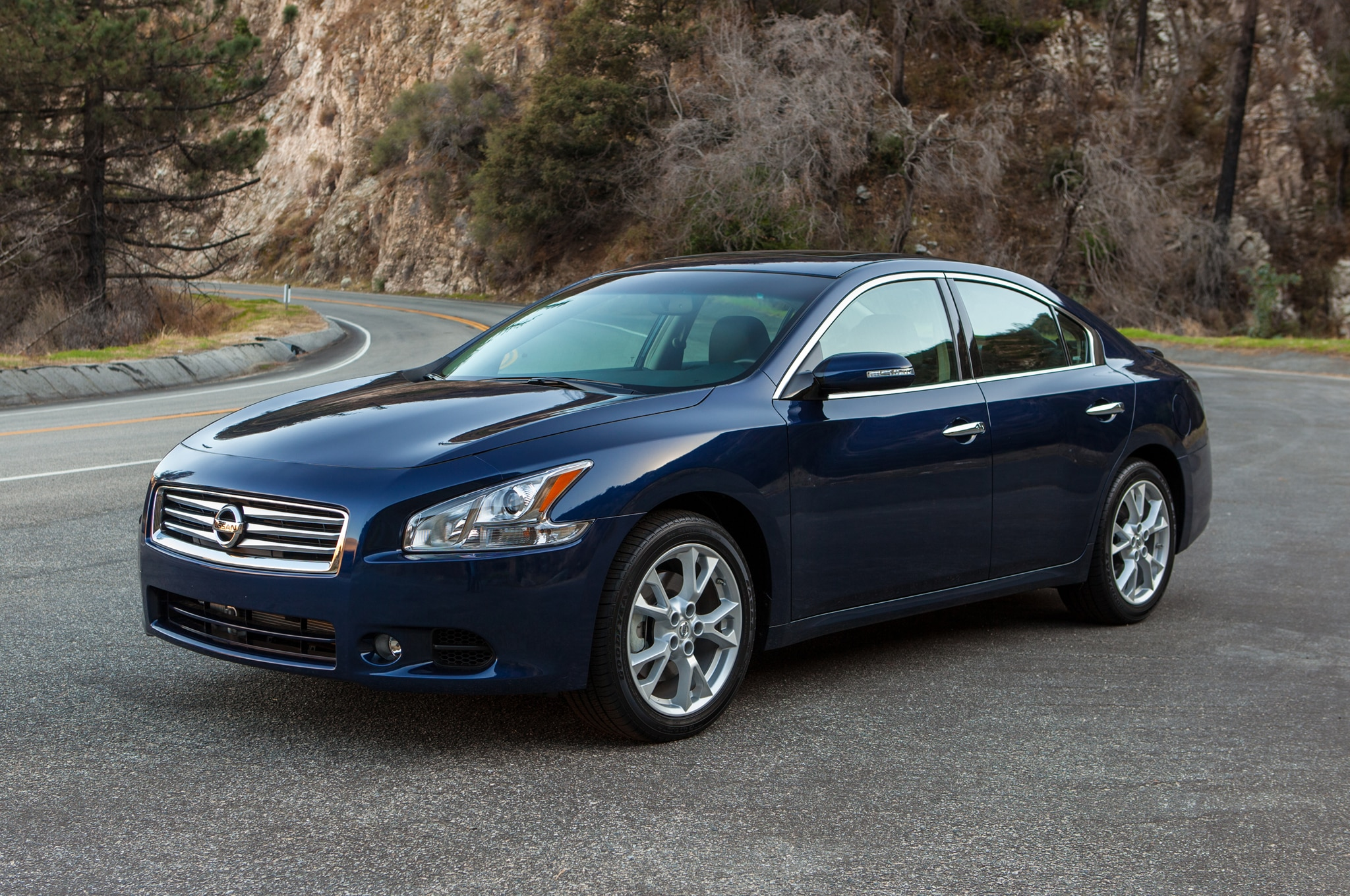 2014 Nissan Maxima Front Three Quarters1