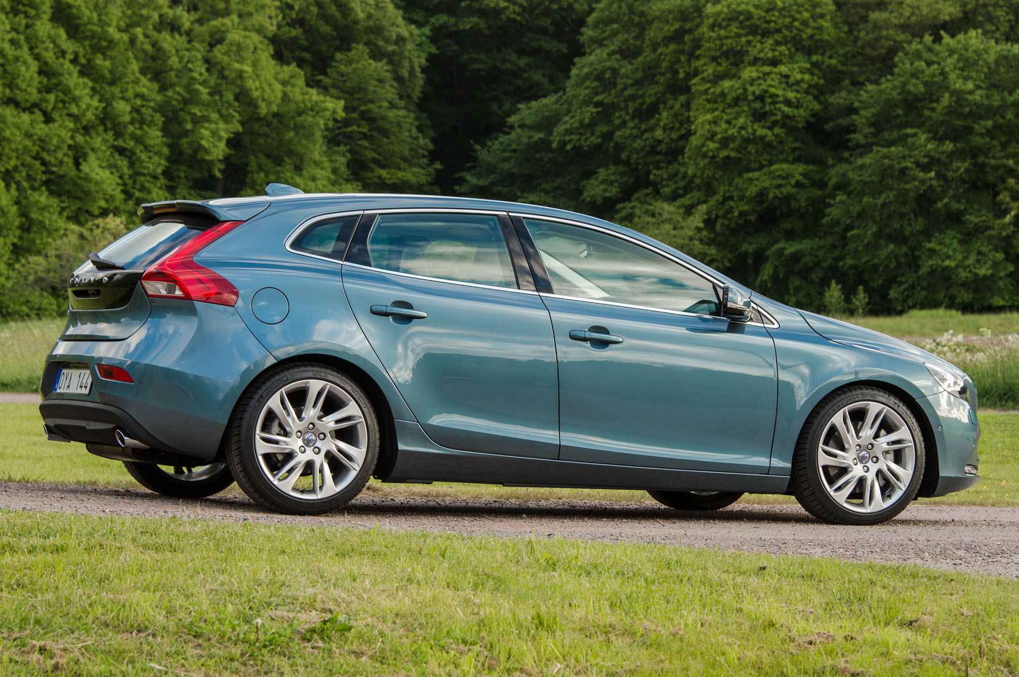 2014 Volvo V40 Rear Three Quarters1