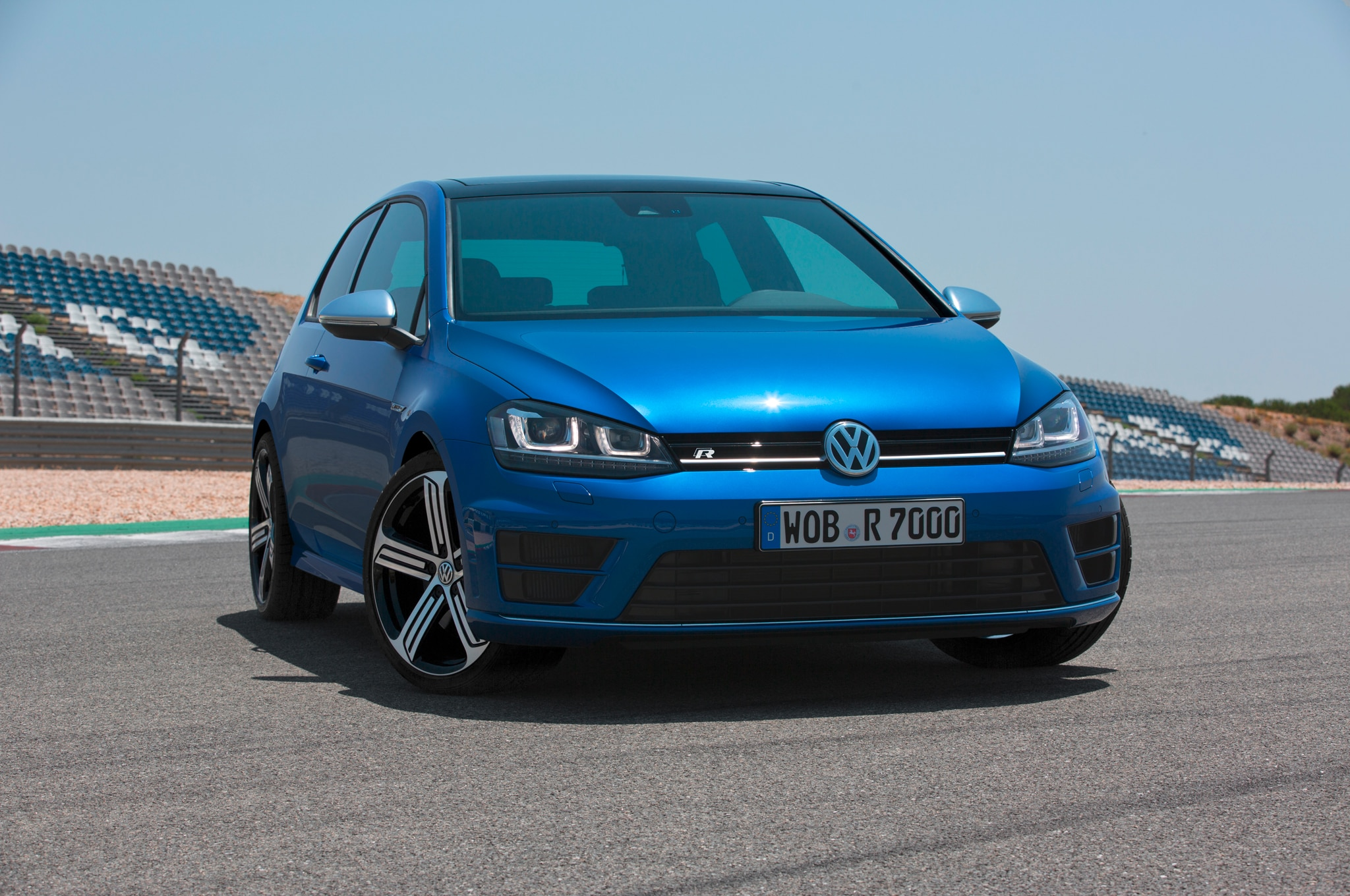 2015 Volkswagen Golf R Front Three Quarters1