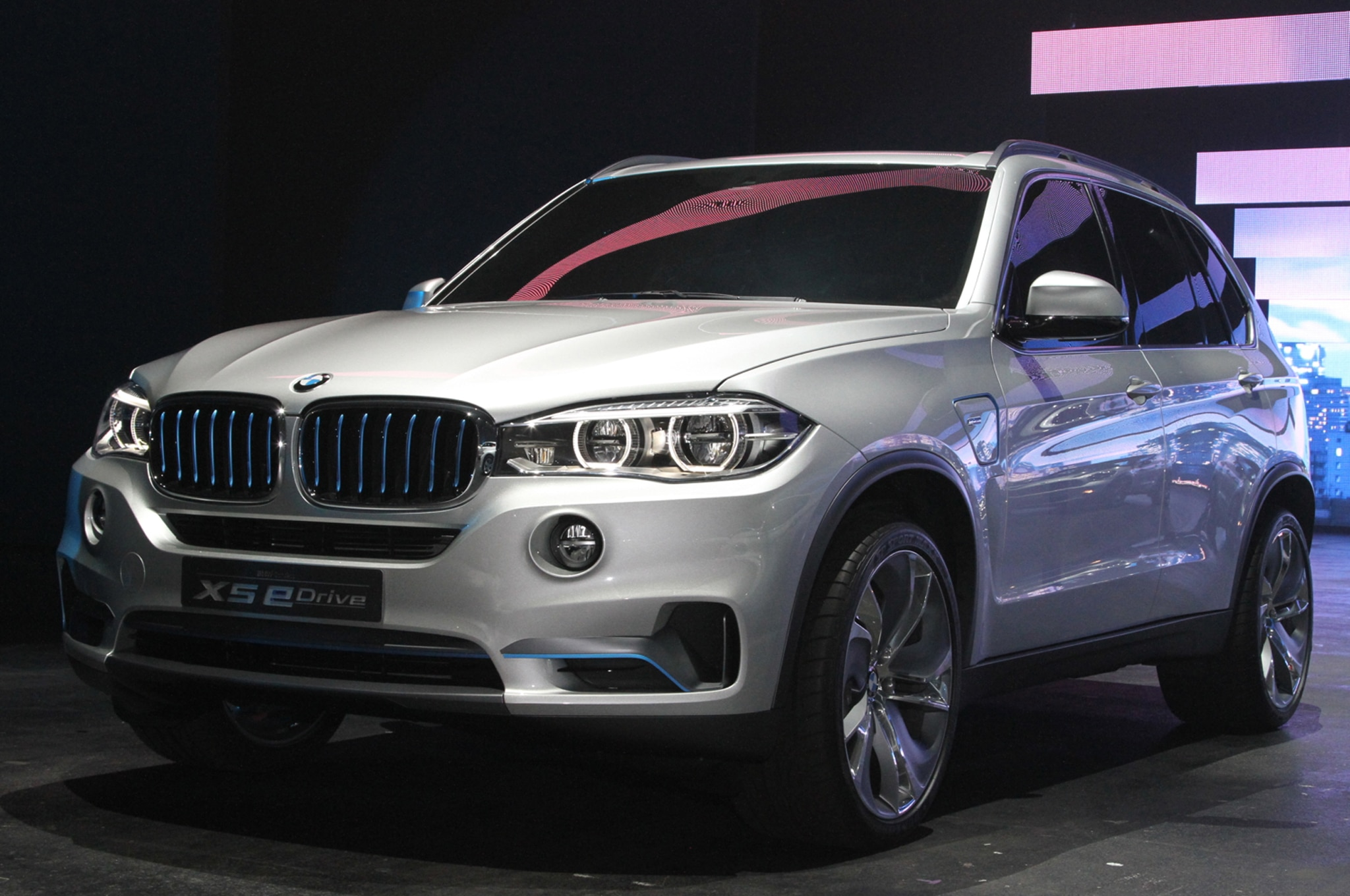 BMW Concept X5 EDrive Front Three Quarters1