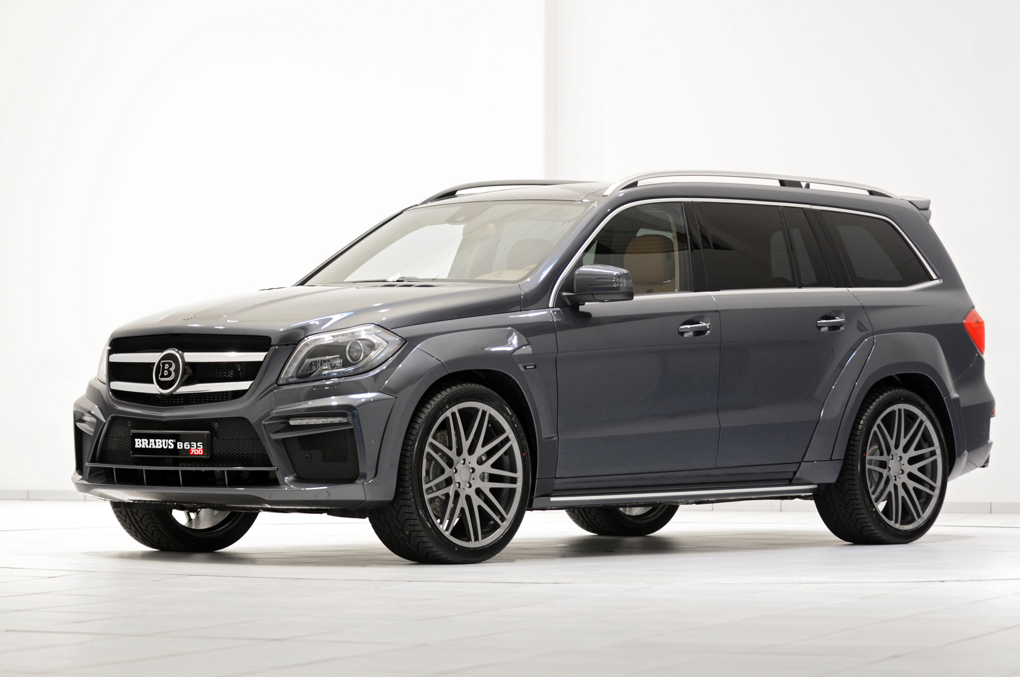 Brabus Mercedes Benz GL63 AMG Front Three Quarter1