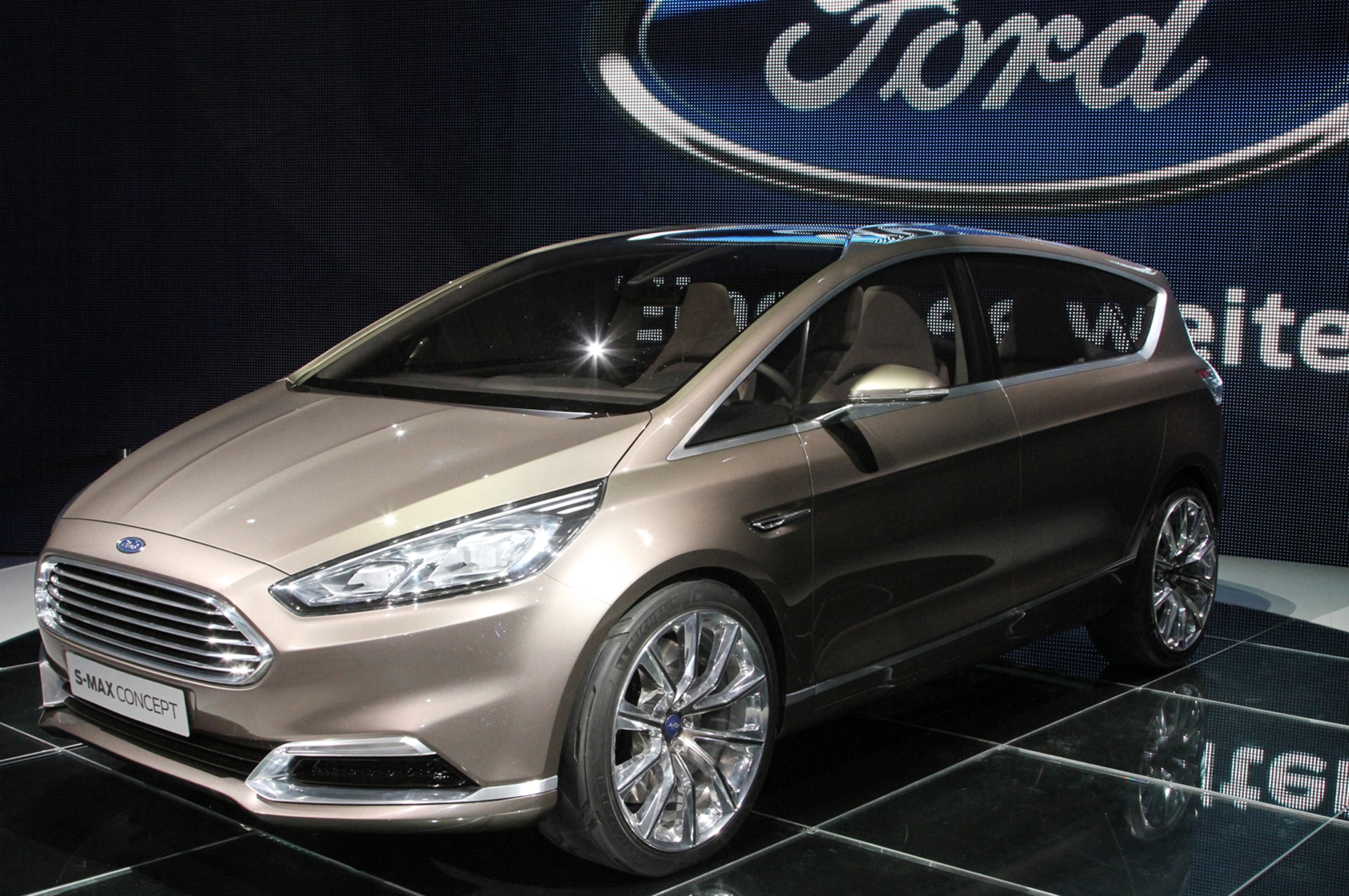 Ford S Max Concept Front Three Quarters1