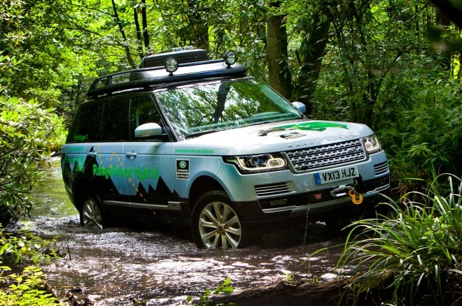 Land Rover Range Rover Hybrid Front Three Quarter Wading 21 660x438