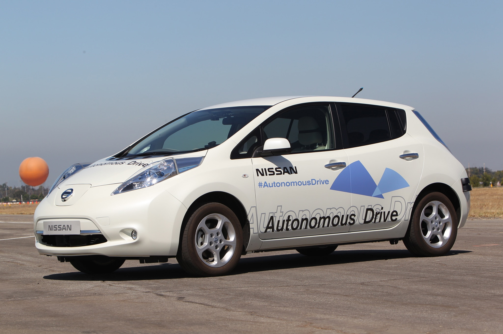 Nissan Leaf Autonomous Car Front Three Quarter White1