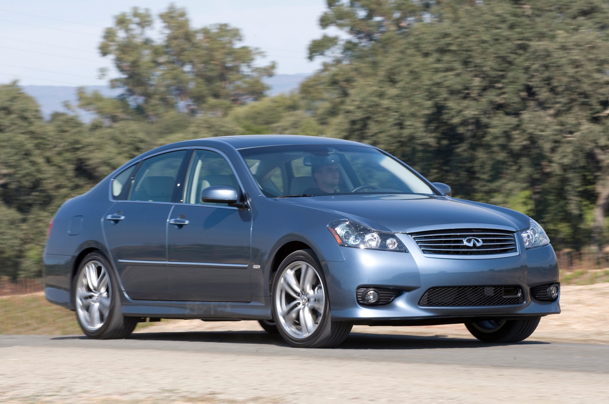 2009 Infiniti M Front Three Quarters1