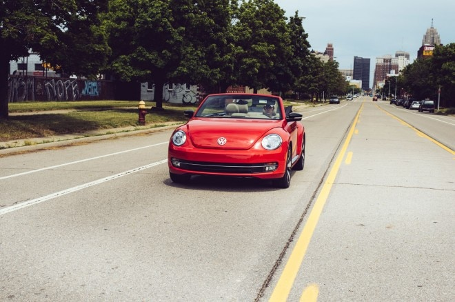 2013 Volkswagen Beetle Turbo Convertible Front View1 660x438