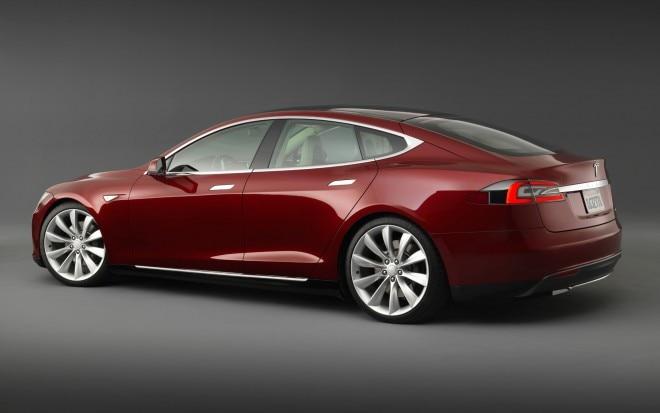 2013 Tesla Model S Red Rear Angle1 660x413
