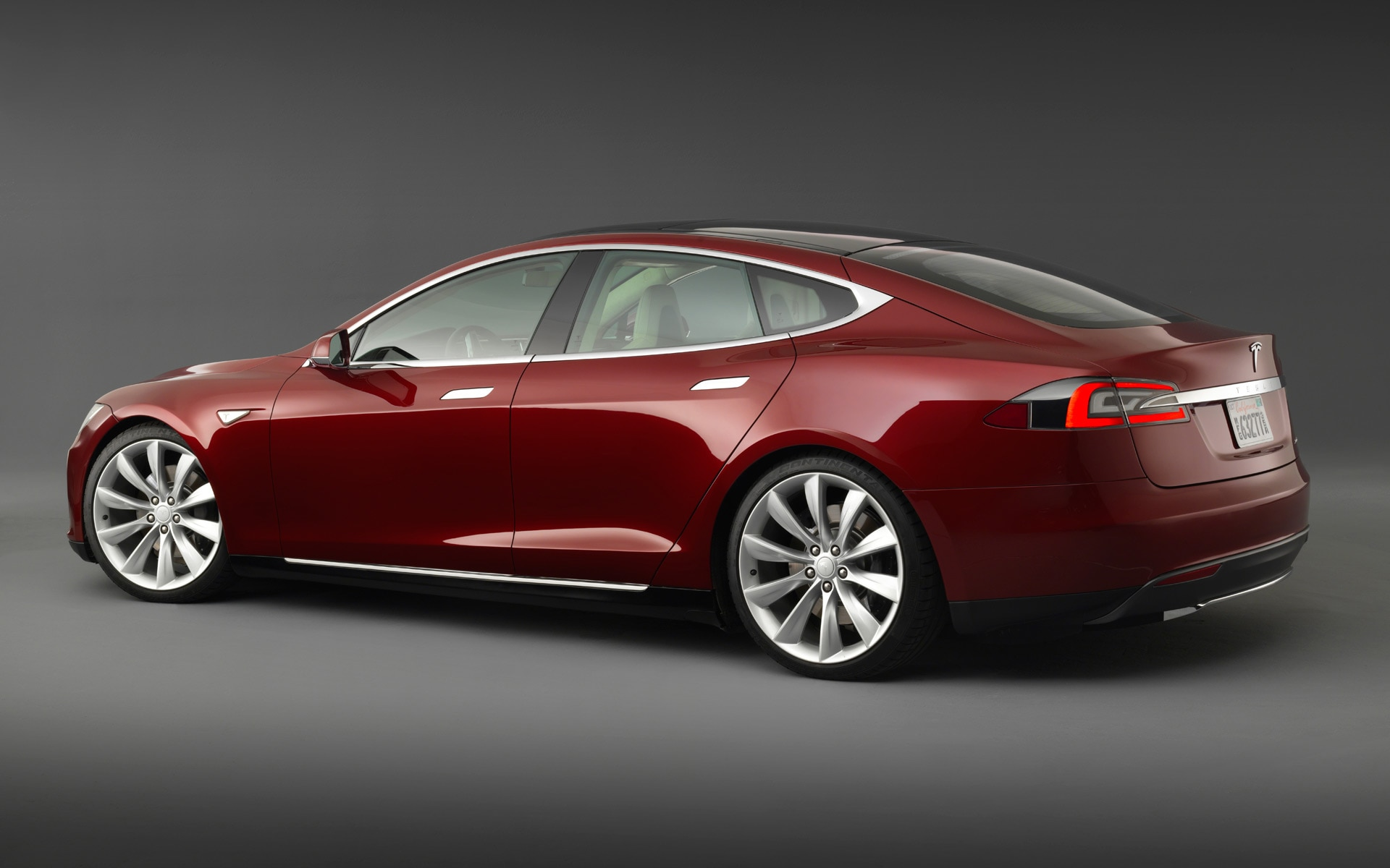2013 Tesla Model S Red Rear Angle1