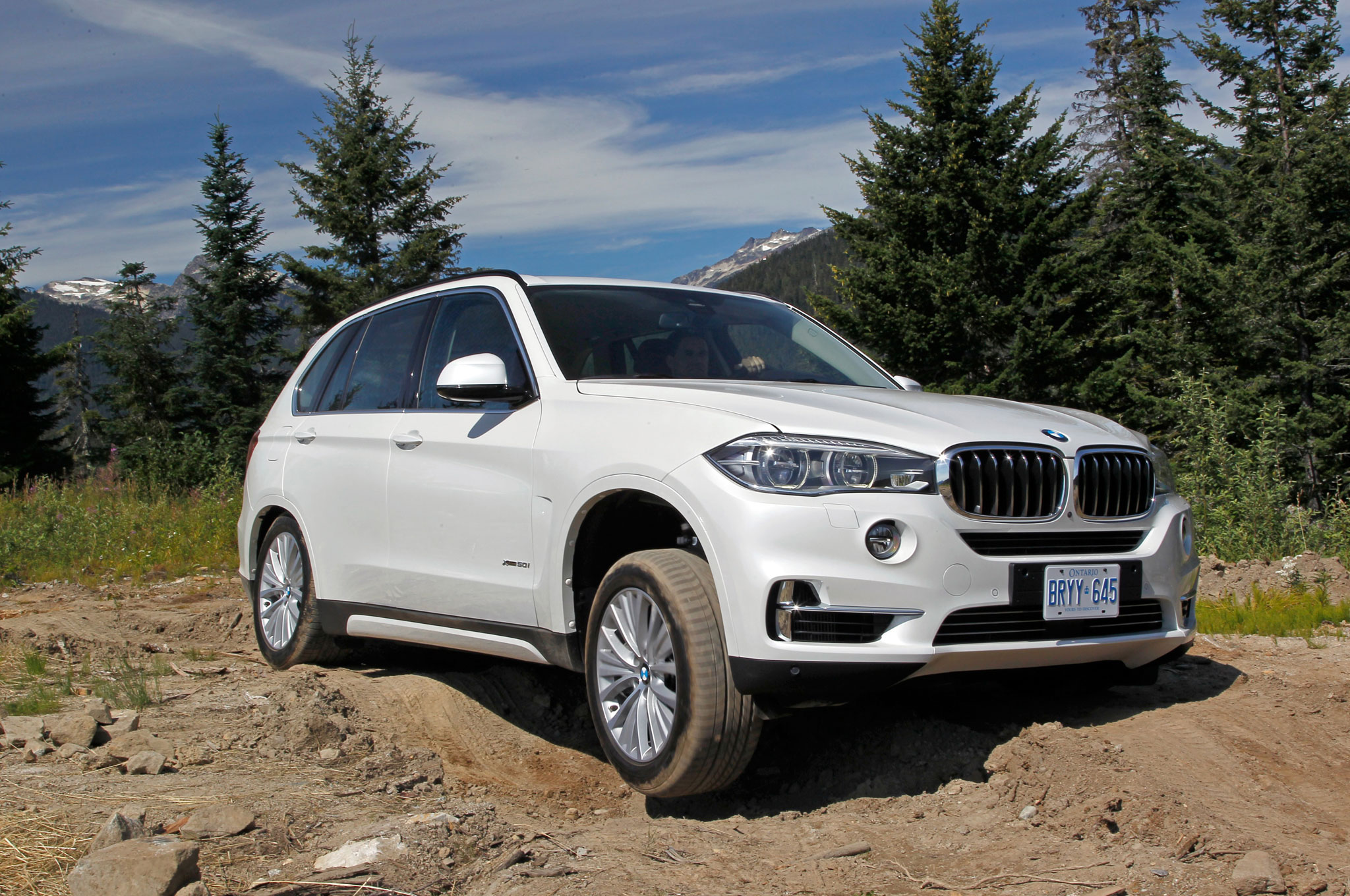 2014 BMW X5 XDrive50i Front Right View