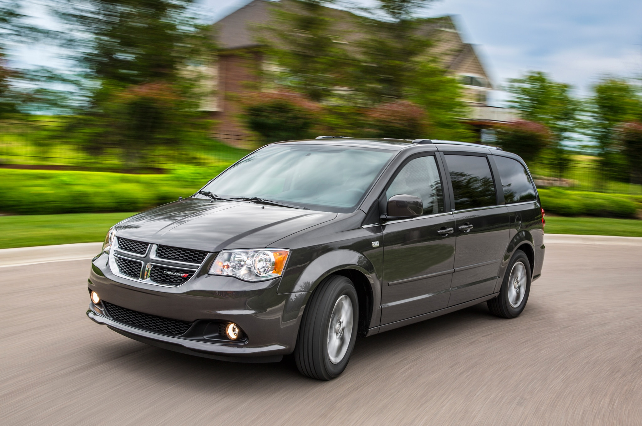 2014 Dodge Grand Caravan SXT 30th Anniversary Edition Front Three Quarter1