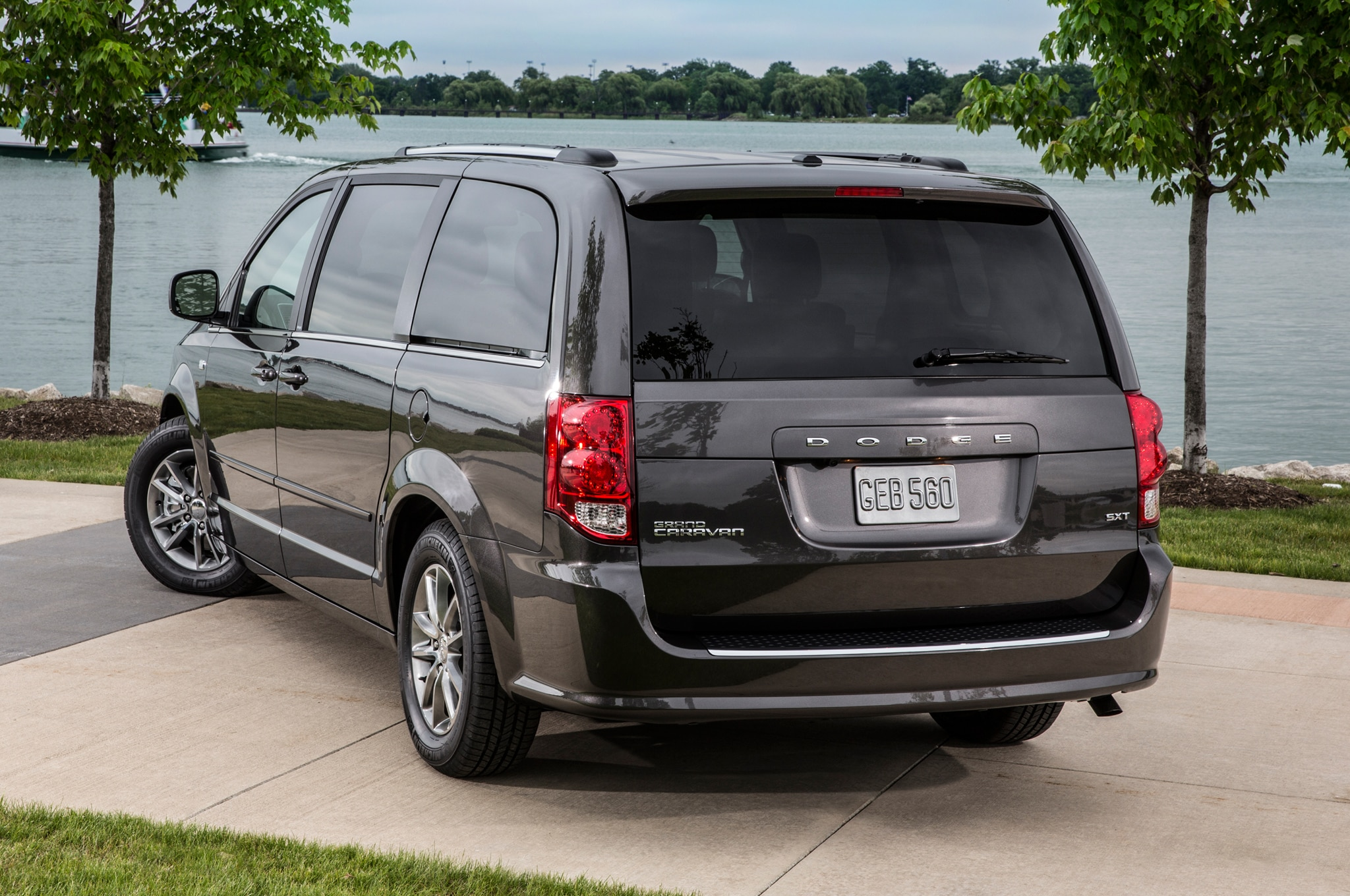 2014 chrysler town country dodge grand caravan receive 30th anniversary packages. Black Bedroom Furniture Sets. Home Design Ideas
