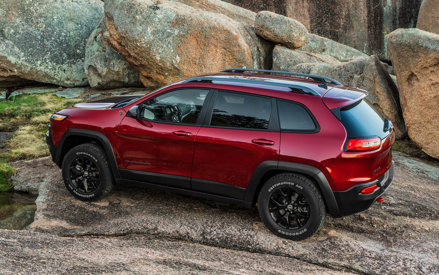 2014 Jeep Cherokee Trailhawk Rear Three Quarter1