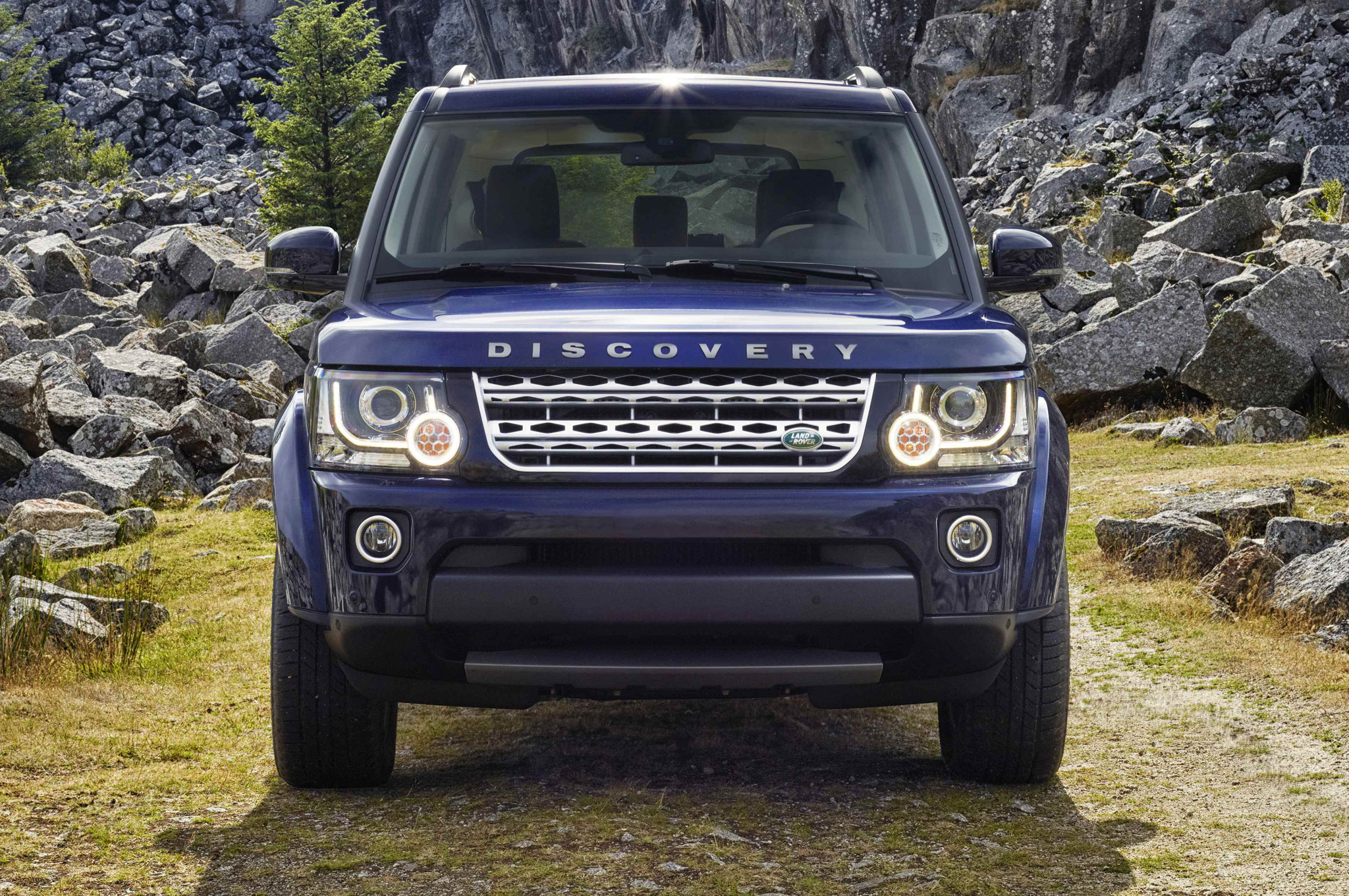 2014 Land Rover LR4 Euro Spec Front View1