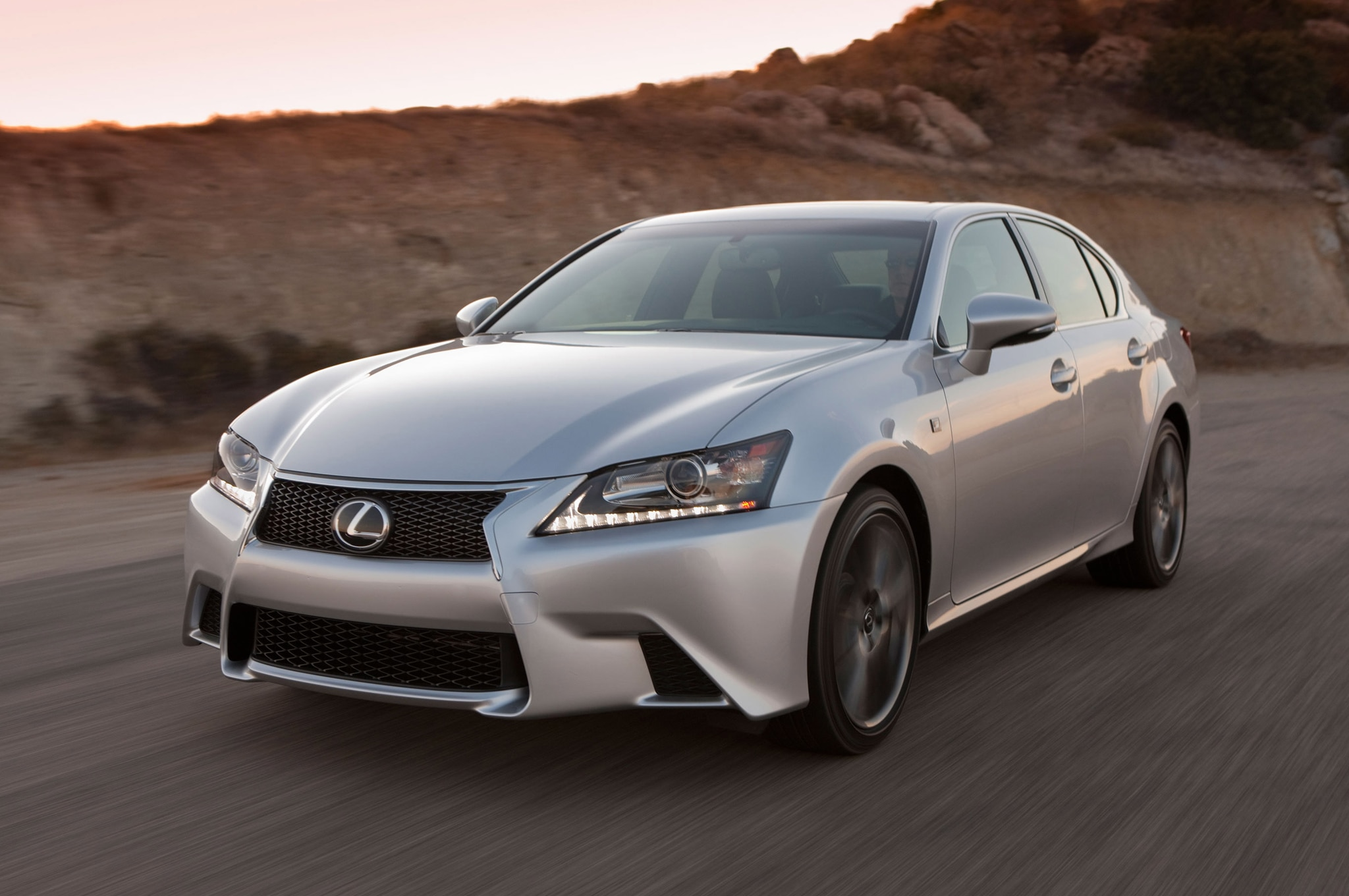 2014 Lexus GS350 Front Three Quarter1