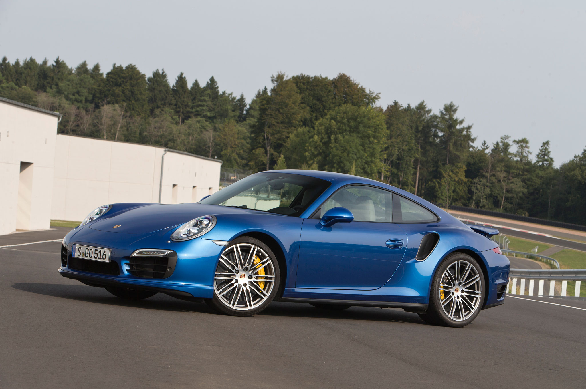 2014 porsche 911 turbo s front left side view 2 - 911 Porsche 2014 Price