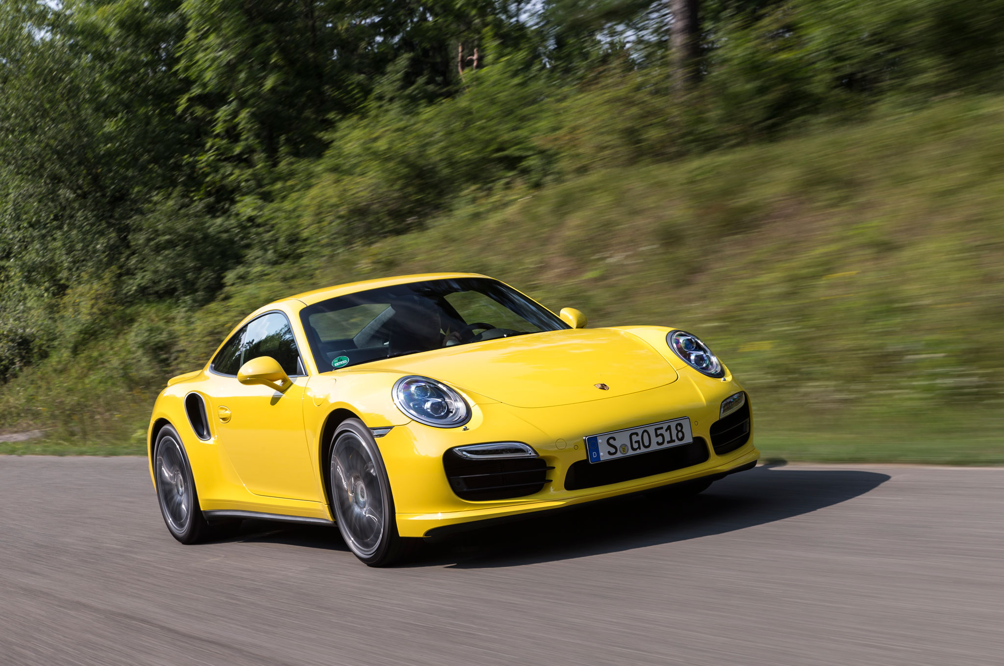 2014 Porsche 911 Turbo Front Right View1