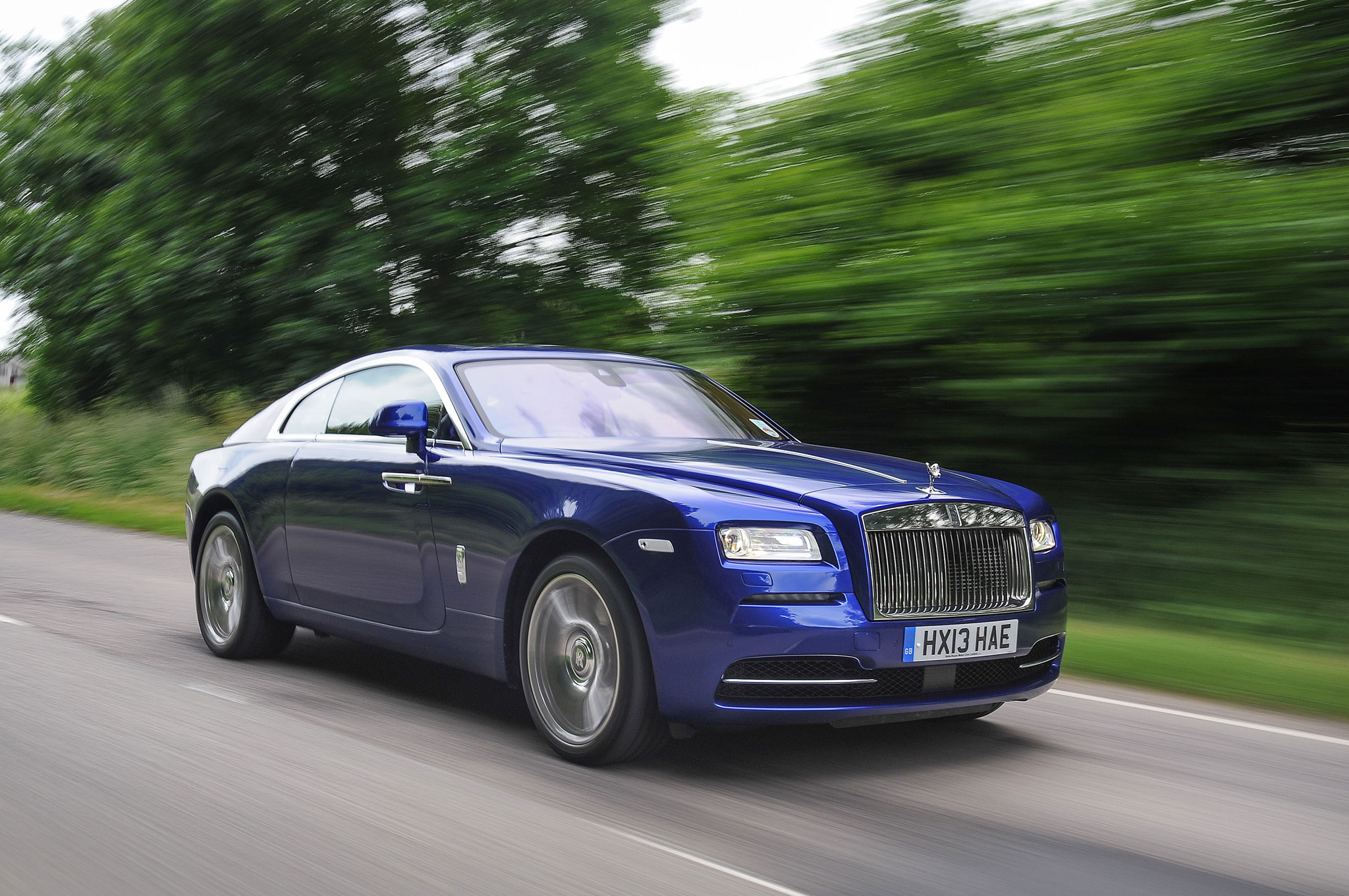 2014 Rolls Royce Wraith Front Right View1