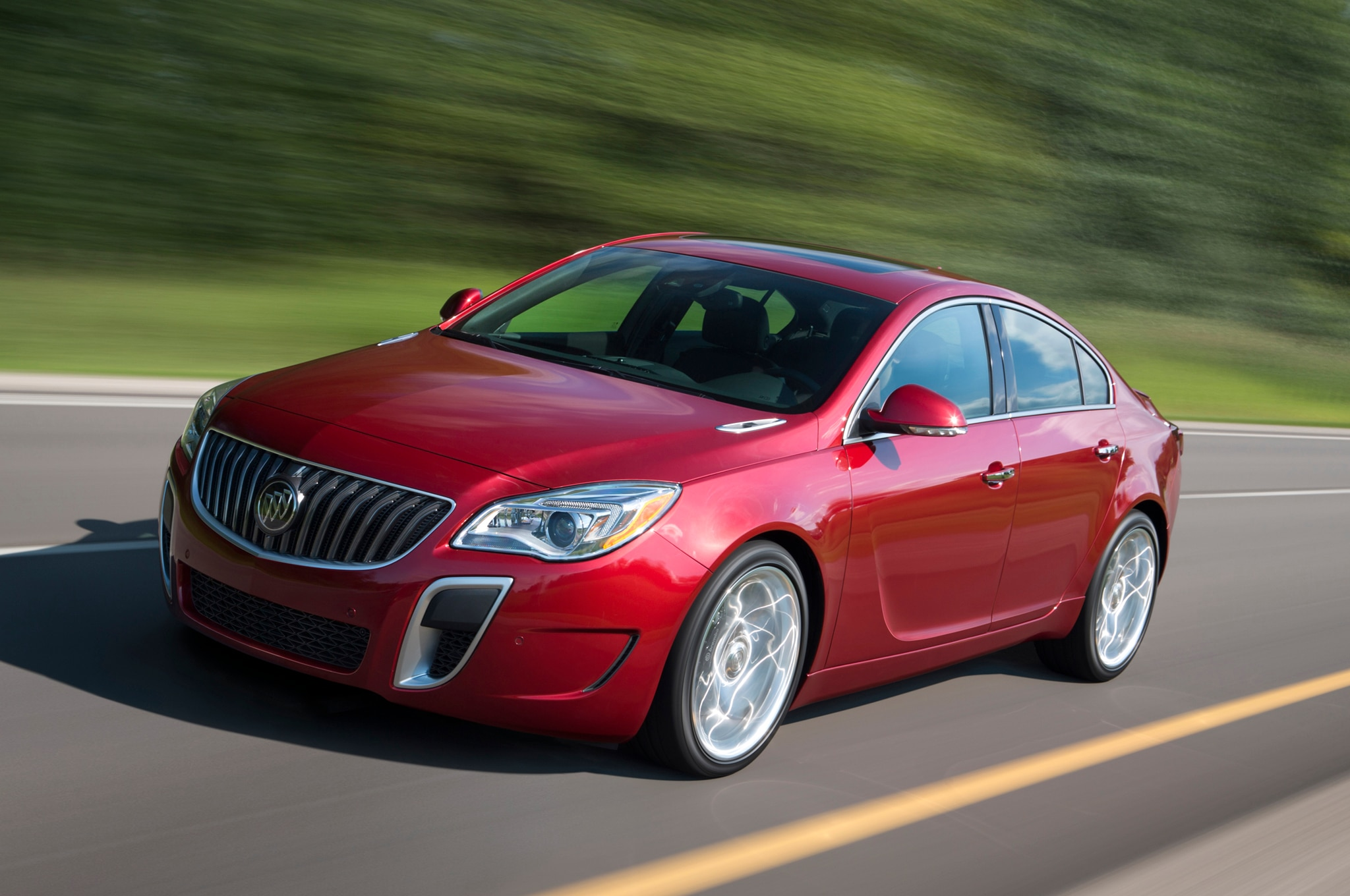 2014 Buick Regal Gs Front Three Quarters1