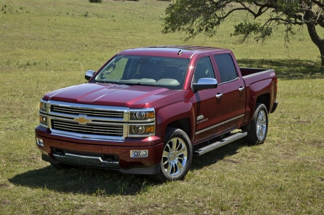 2014 Chevrolet Silverado High Country Front Three Quarters11 660x438