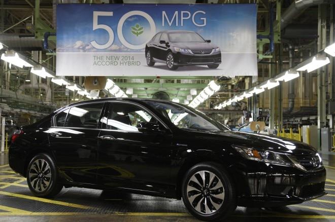 2014 Honda Accord Hybrid Production Front Three Quarters1 660x438